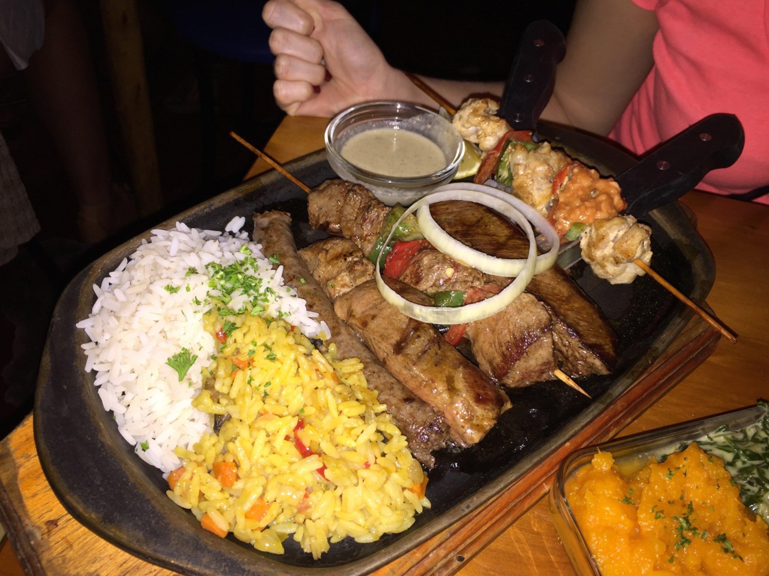 https://bubo.sk/uploads/galleries/16007/8-long-street-a-restauracia-kde-hraju-africku-hudnu.-na-tan-ieri-krokodil-pstros-kudu-a-...jpg
