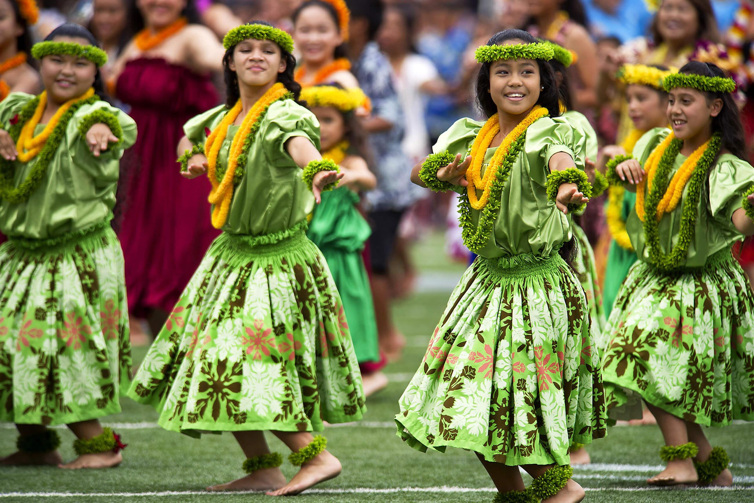 https://bubo.sk/uploads/galleries/16052/hawaiian-hula-dancers-377653.jpg