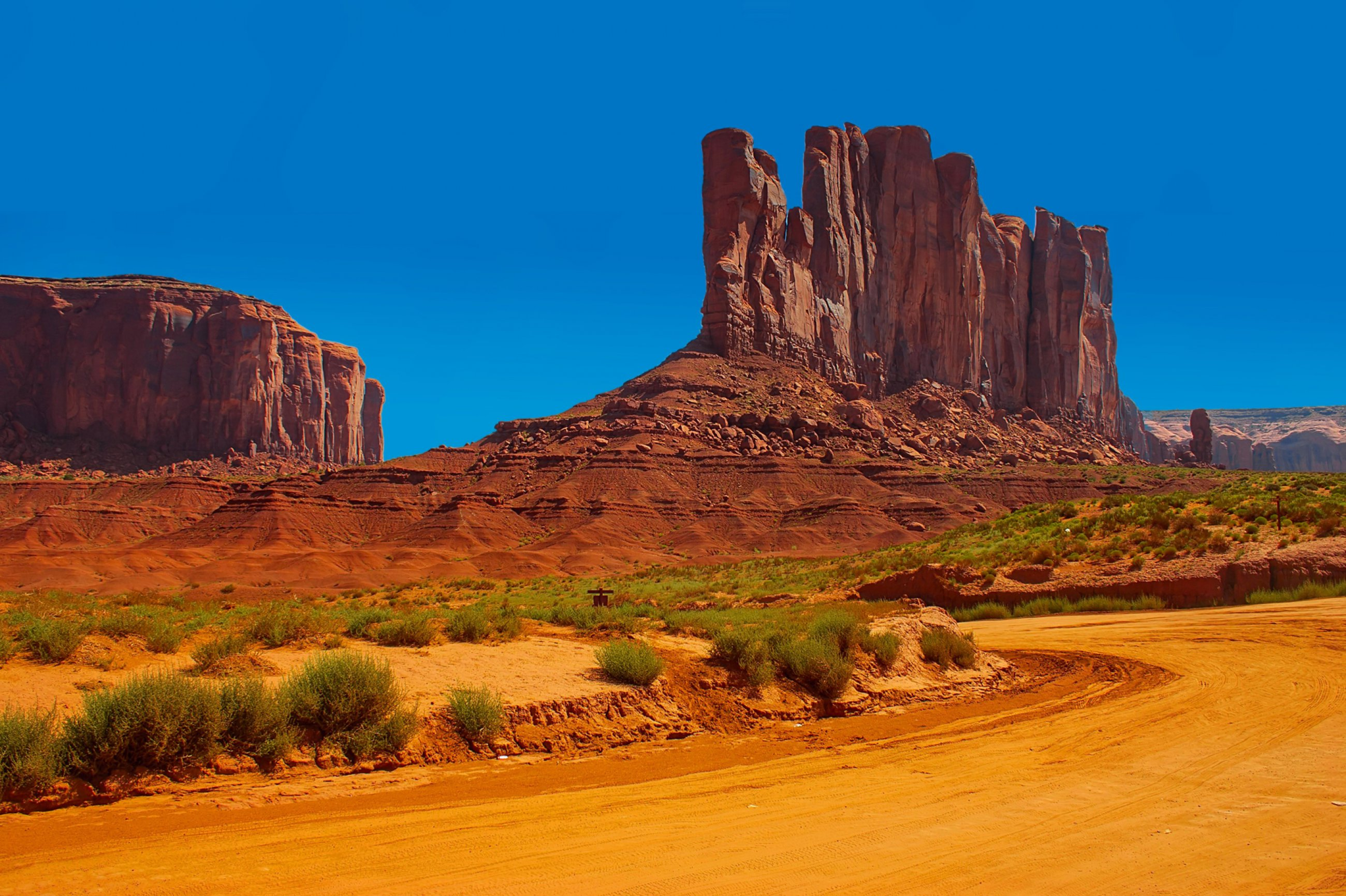 https://bubo.sk/uploads/galleries/16241/monument-valley-dreamstime-xl-28384727.jpg
