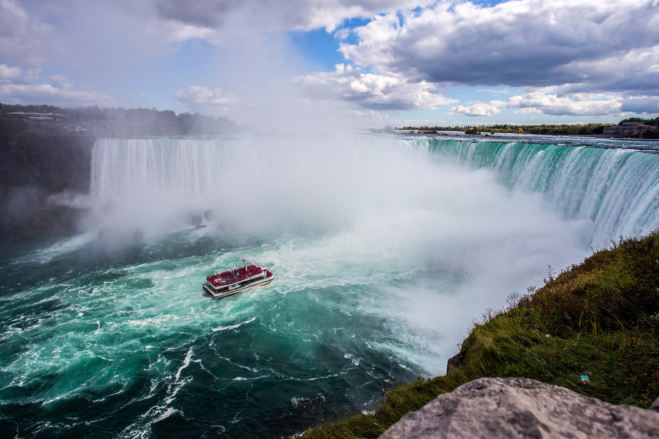 https://bubo.sk/uploads/galleries/16270/kanada_niagara_boat-1834837.jpg