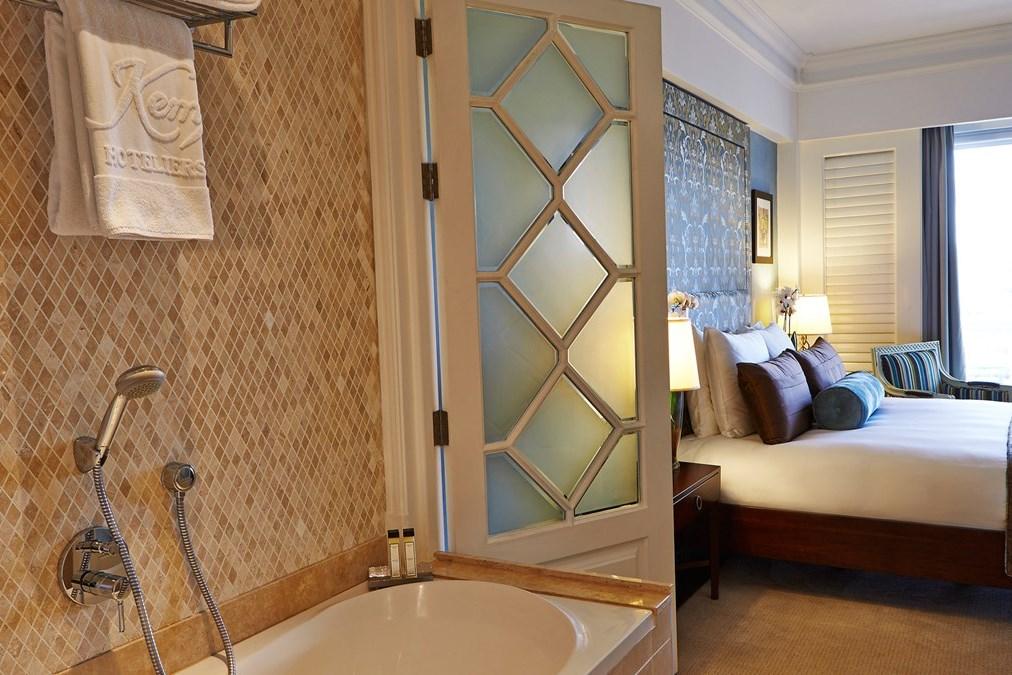 https://bubo.sk/uploads/galleries/16283/deluxe-room-with-balcony-villa-rosa-kempinski-nairobi.jpg
