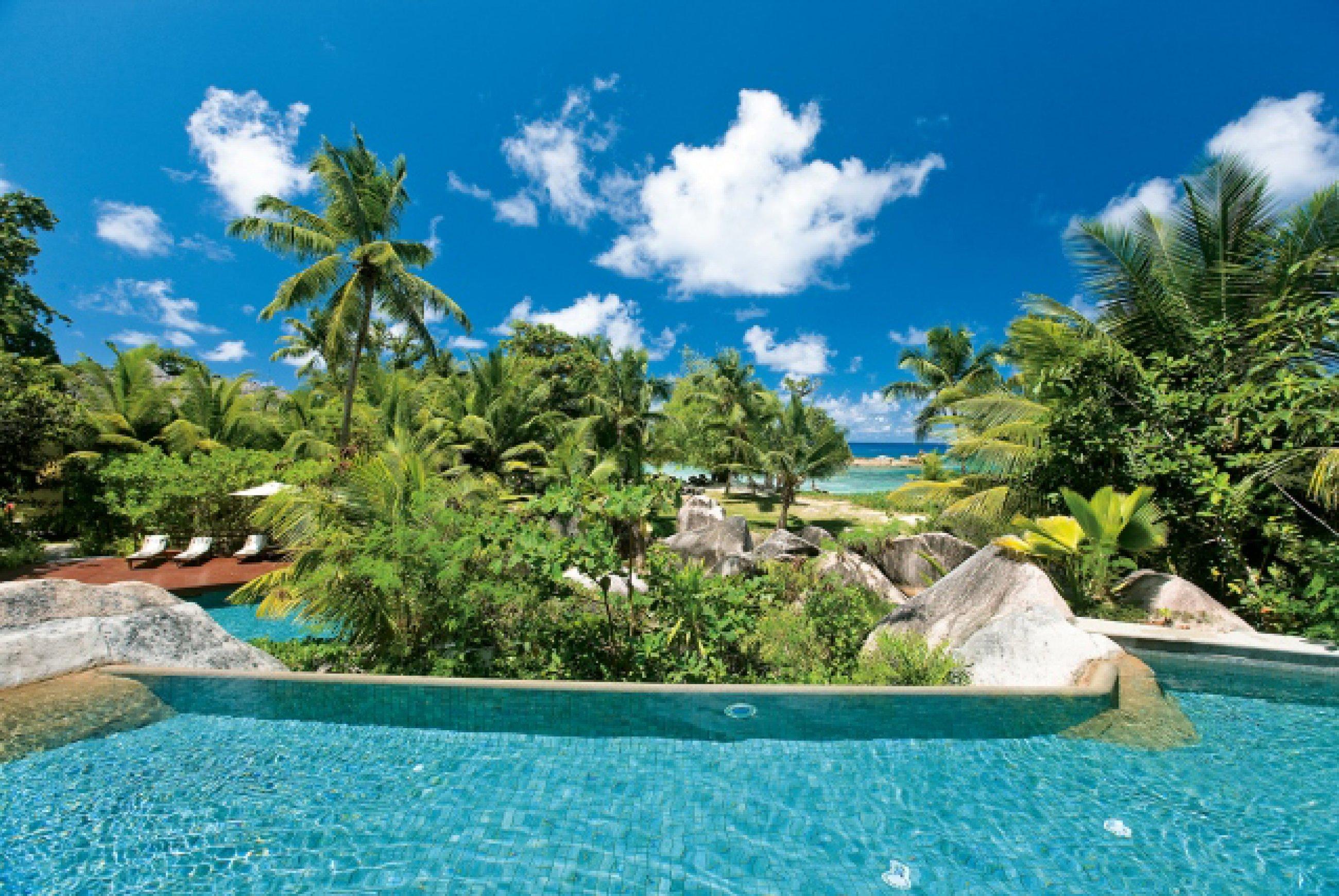 https://bubo.sk/uploads/galleries/16287/lemuria-seychelles-pool-view-10.jpg