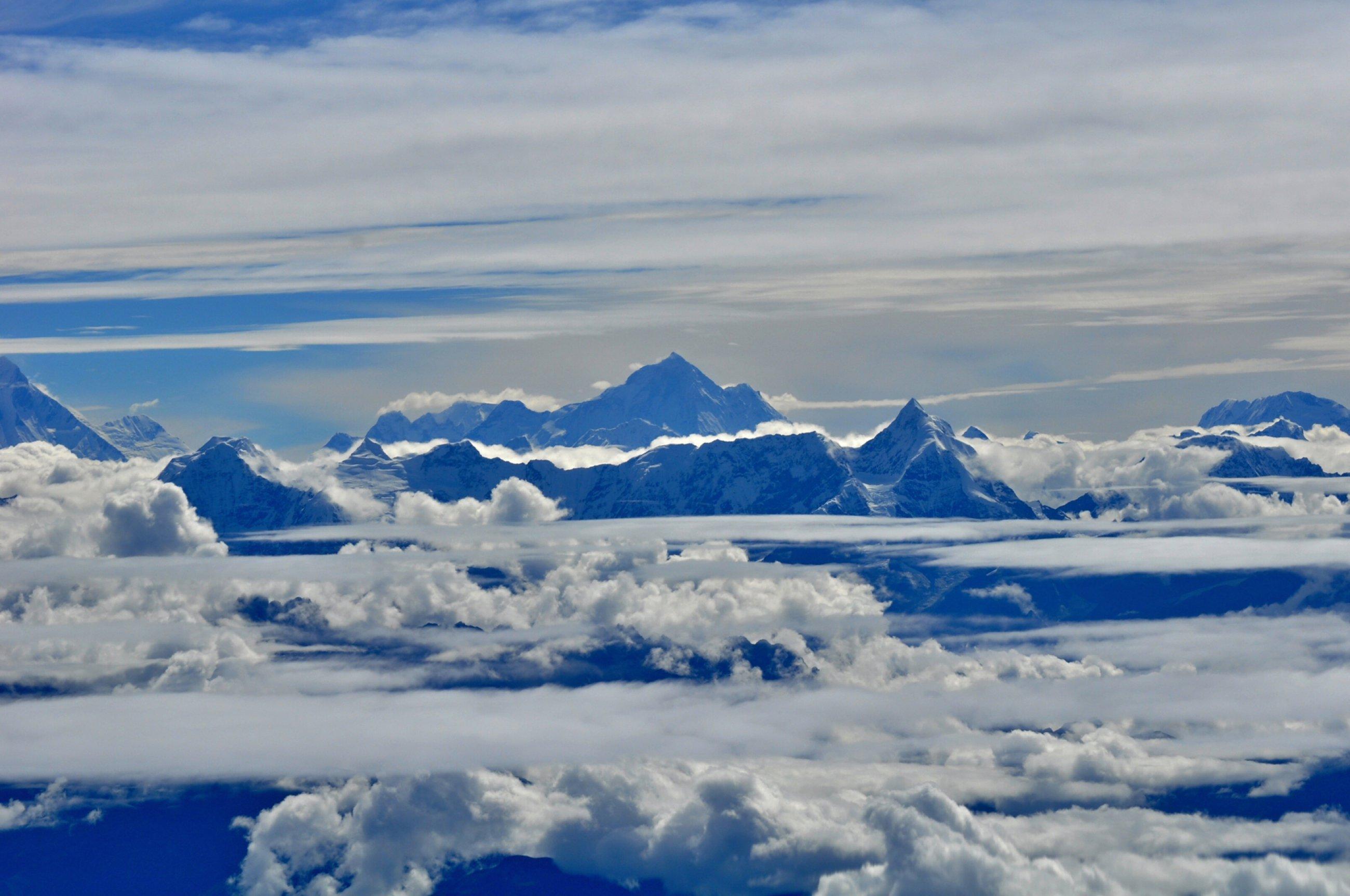 https://bubo.sk/uploads/galleries/16319/nepal-himalaje-let-k-everestu-miro-letasi-1-.jpg
