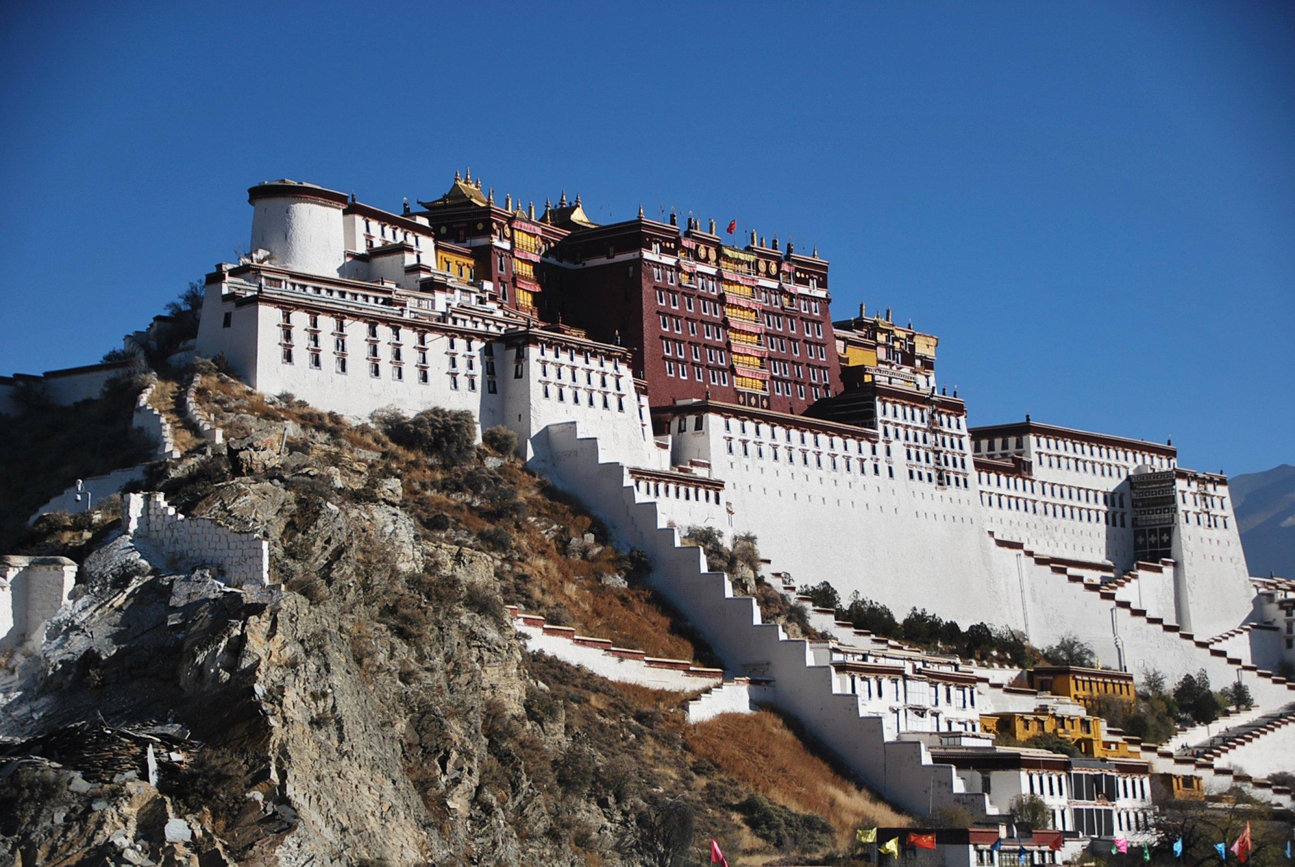 https://bubo.sk/uploads/galleries/16319/tibet-potala-ctni-11-2014-mirka-sulka-157-.jpg