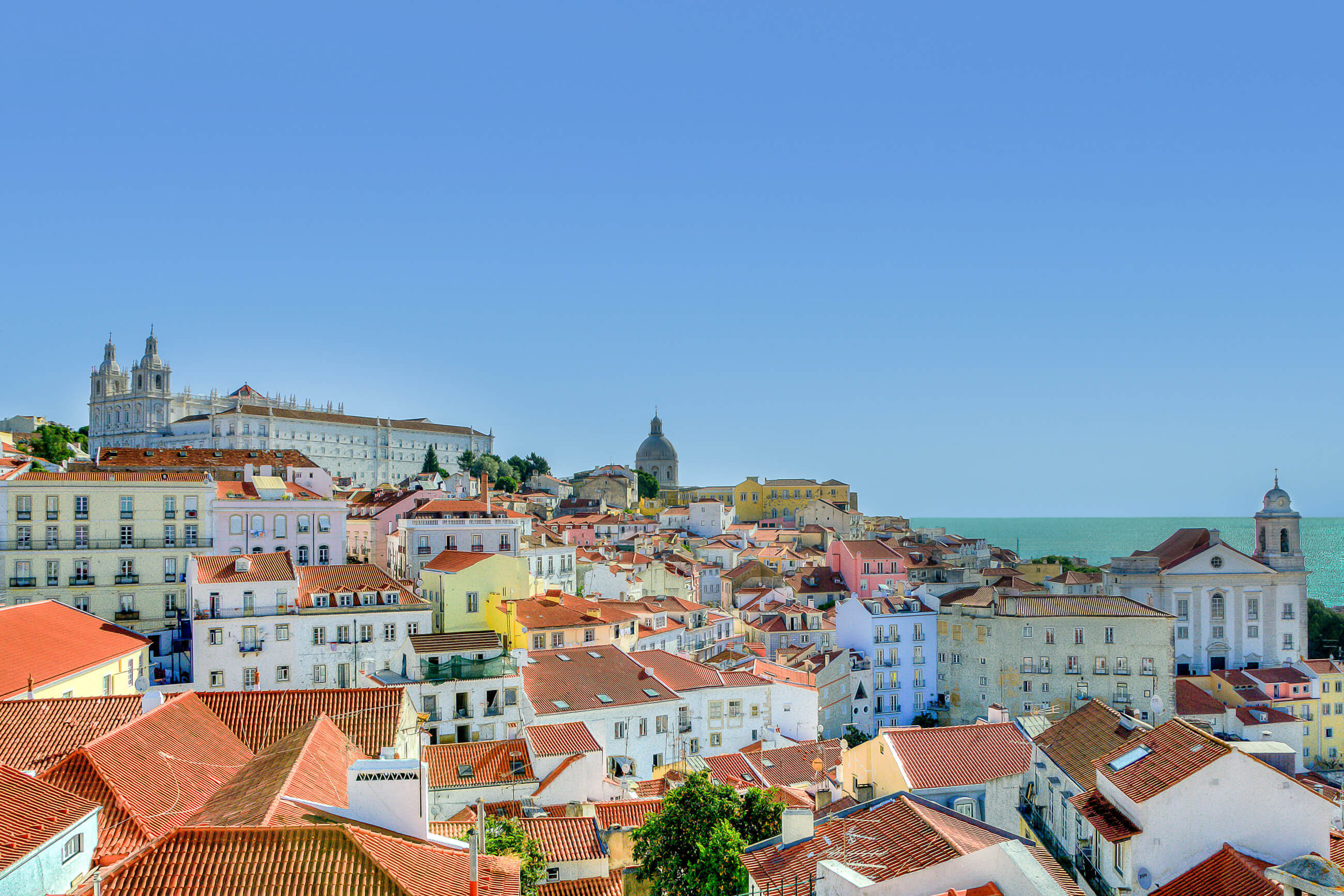 https://bubo.sk/uploads/galleries/16329/city-houses-lisbon-9253.jpg