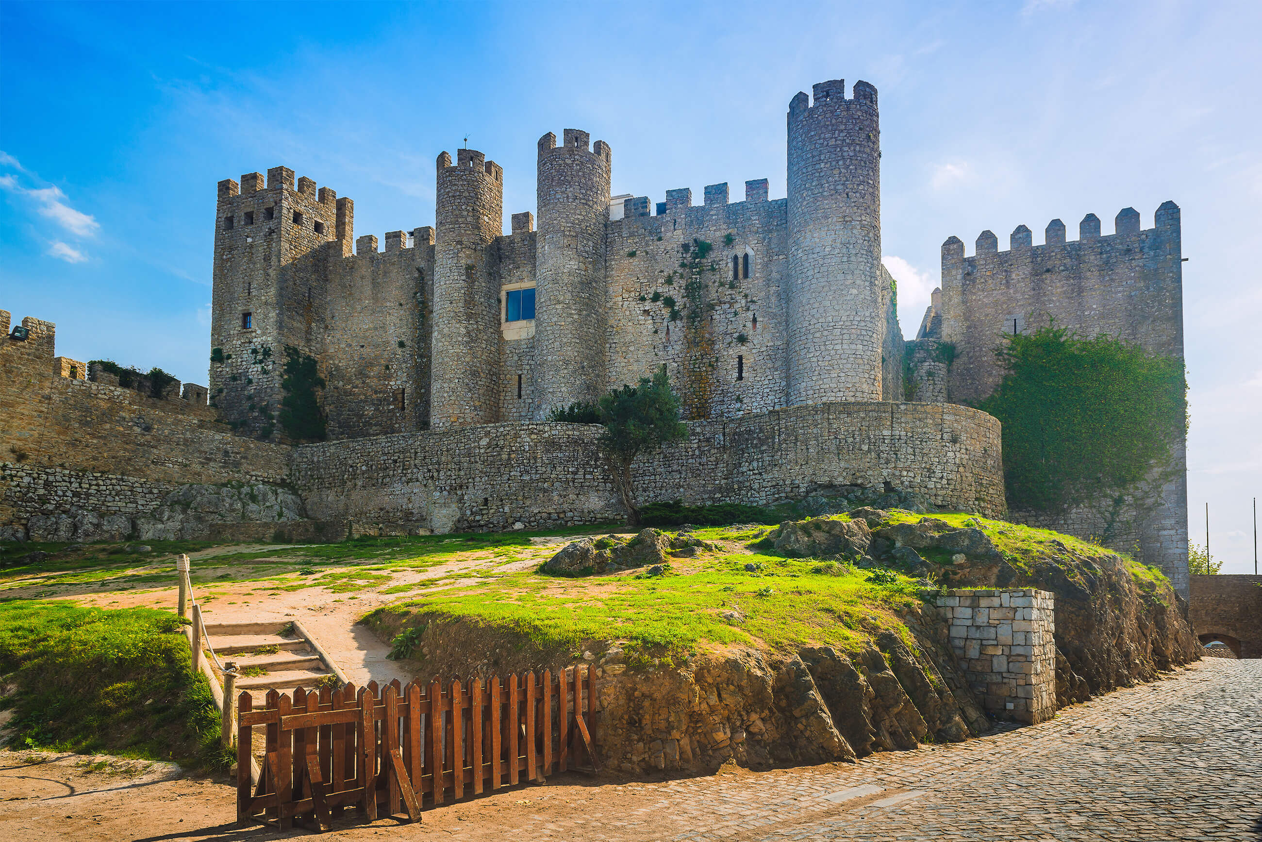 https://bubo.sk/uploads/galleries/16329/shutterstorck_portugalsko_obidos_hrad.jpg