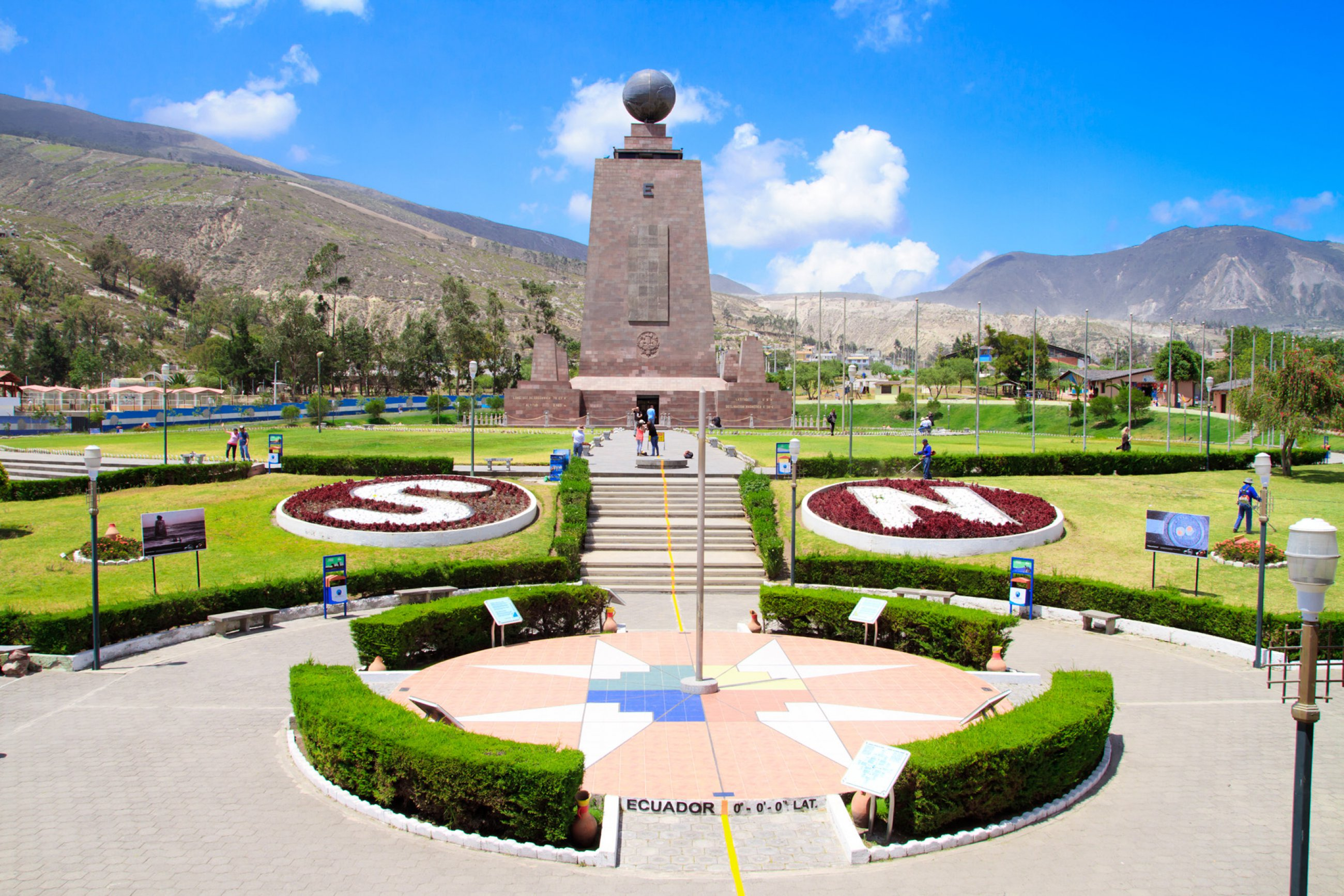 https://bubo.sk/uploads/galleries/16334/ekvador-mitad-del-mundo.jpg