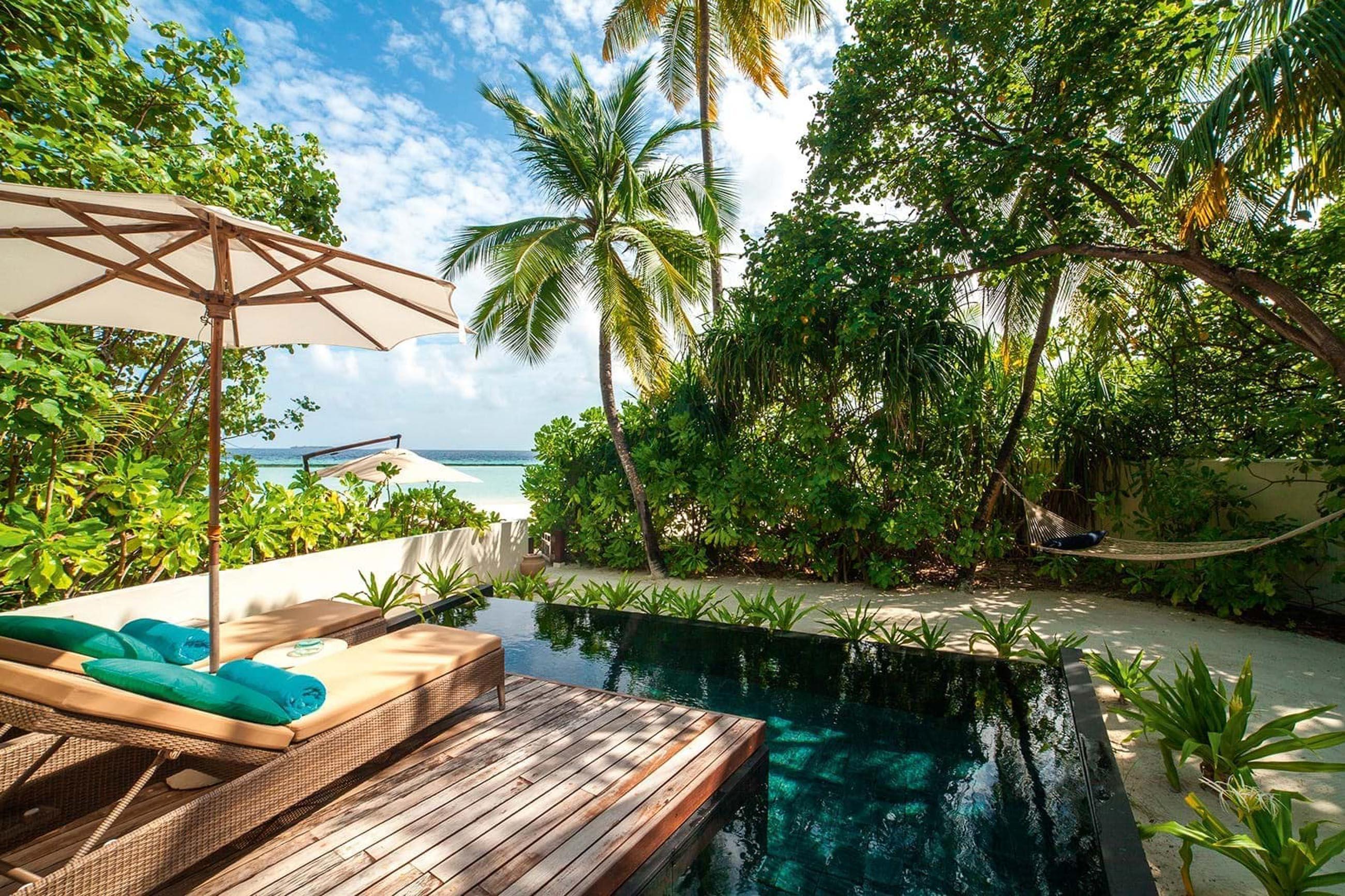 https://bubo.sk/uploads/galleries/16372/halaveli-maldives-2016-beach-villa-01-5.jpg