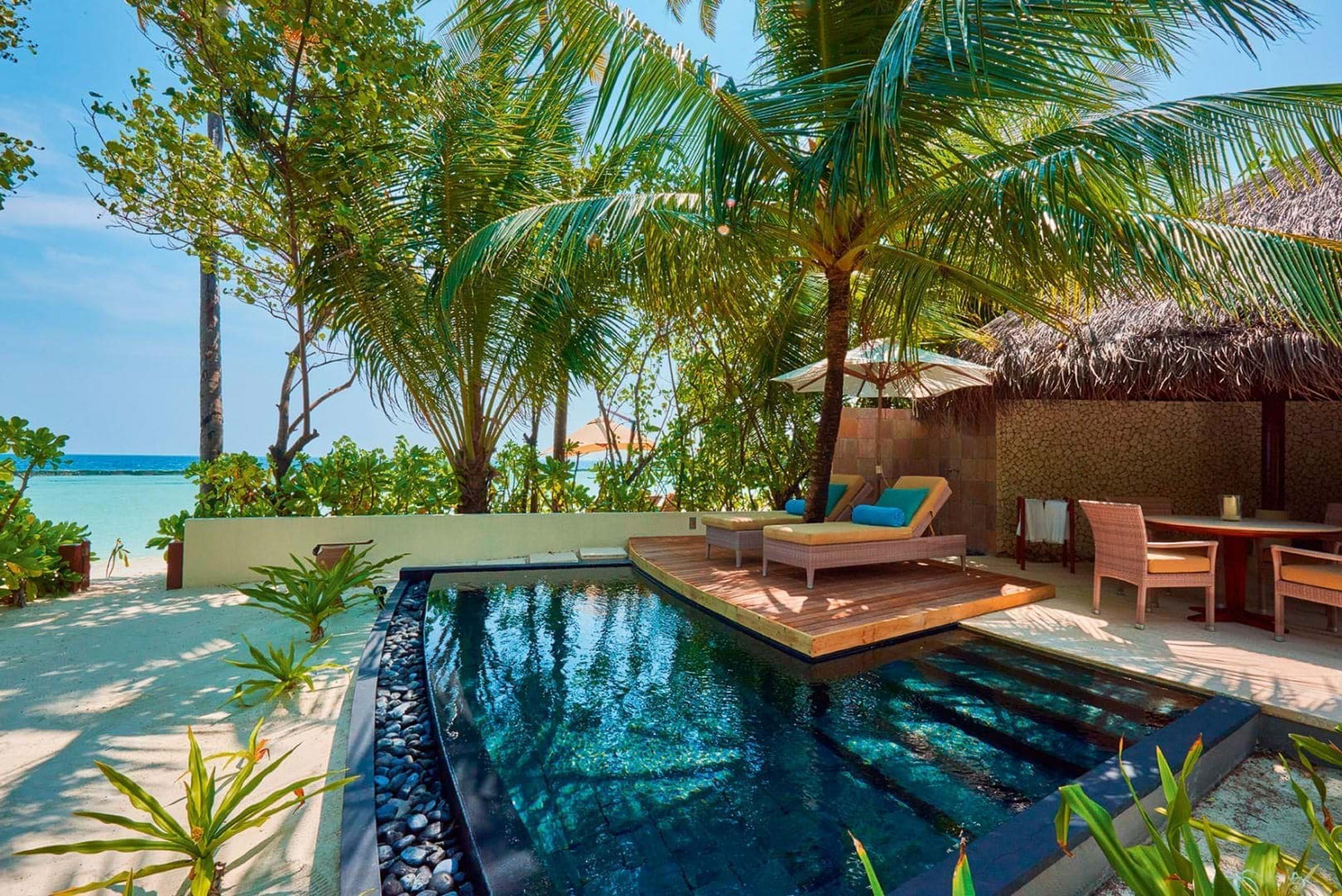 https://bubo.sk/uploads/galleries/16372/halaveli-maldives-2016-beach-villa-pool-3.jpg