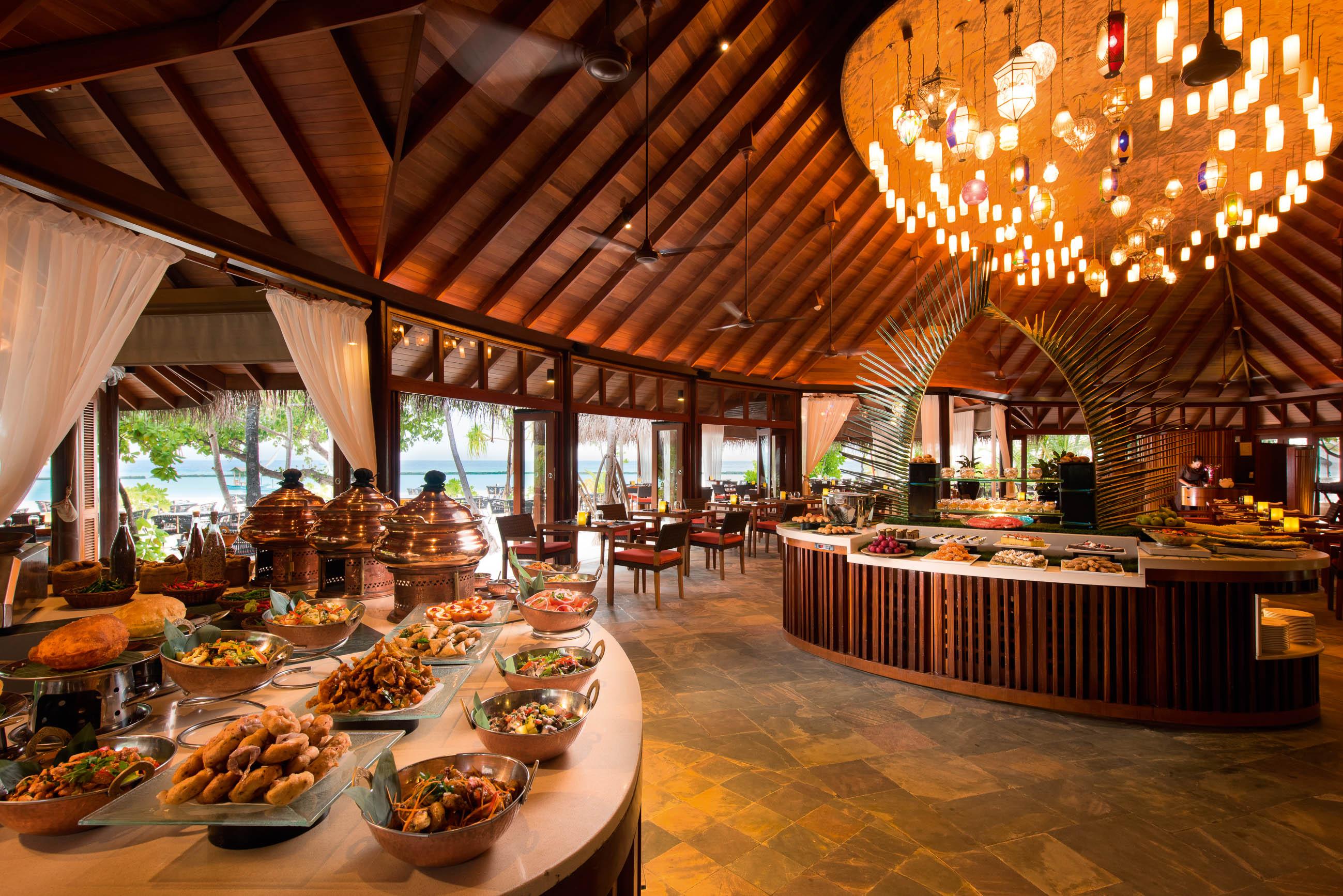 https://bubo.sk/uploads/galleries/16372/halaveli-maldives-2016-jahaz-buffet-02_hd-13.jpg