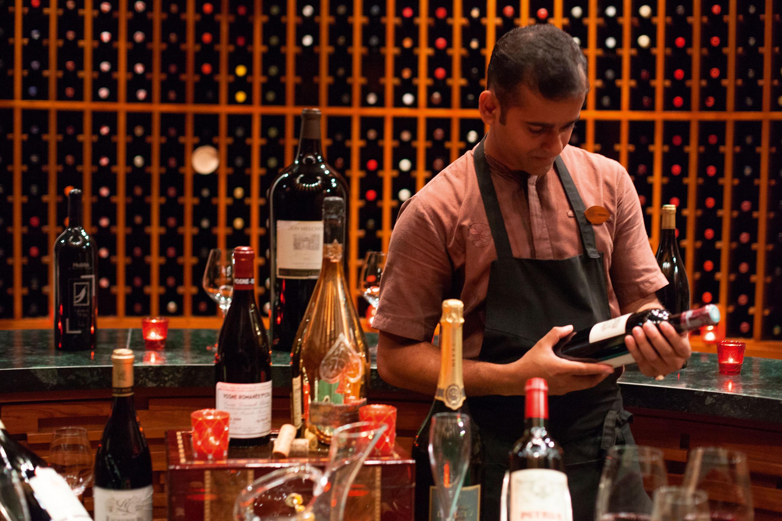 https://bubo.sk/uploads/galleries/16372/halaveli-maldives-2016-wine-cellar-03_hd-33.jpg