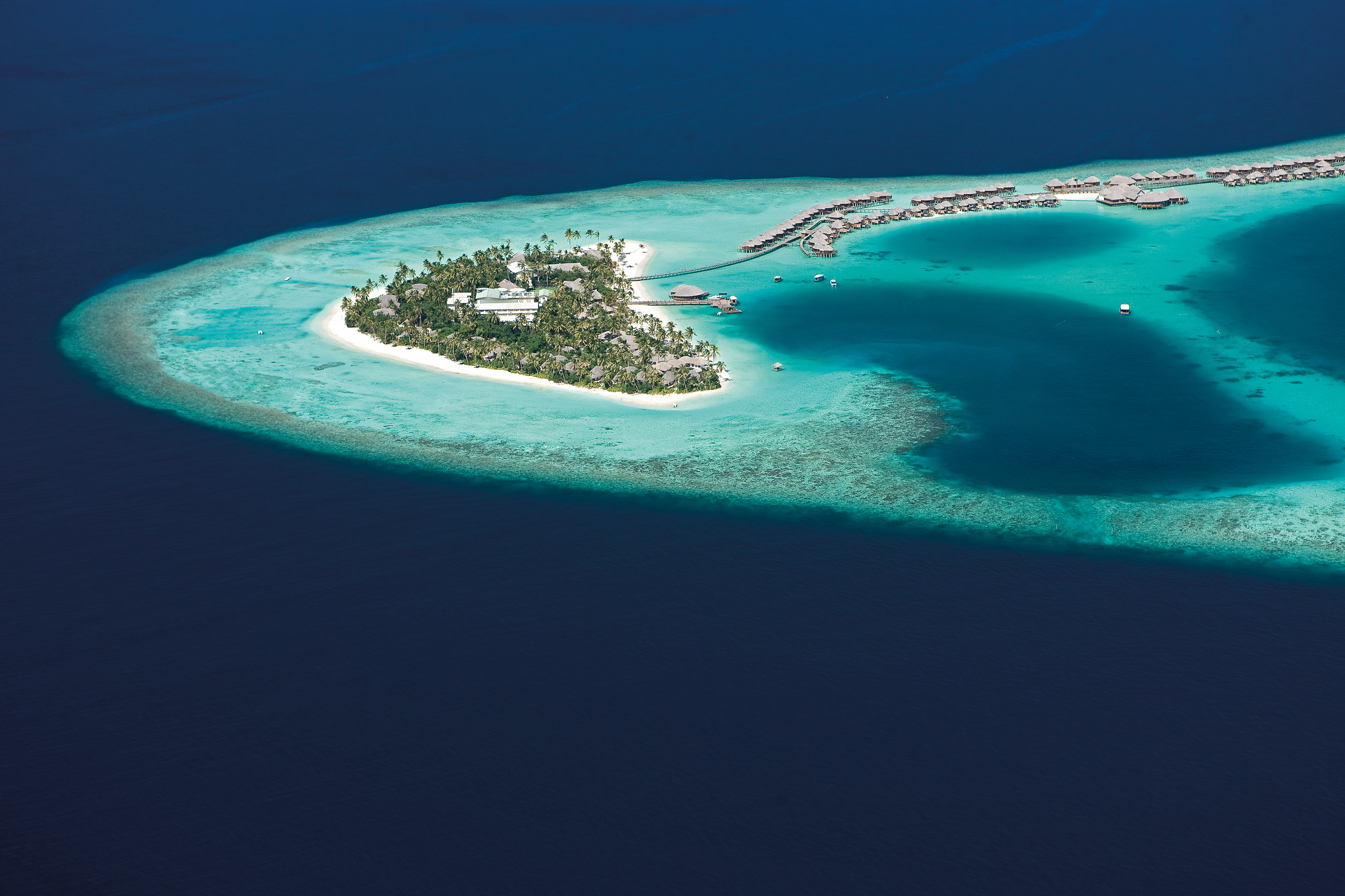 https://bubo.sk/uploads/galleries/16372/halaveli-maldives-aerial-view-3_hd-17.jpg