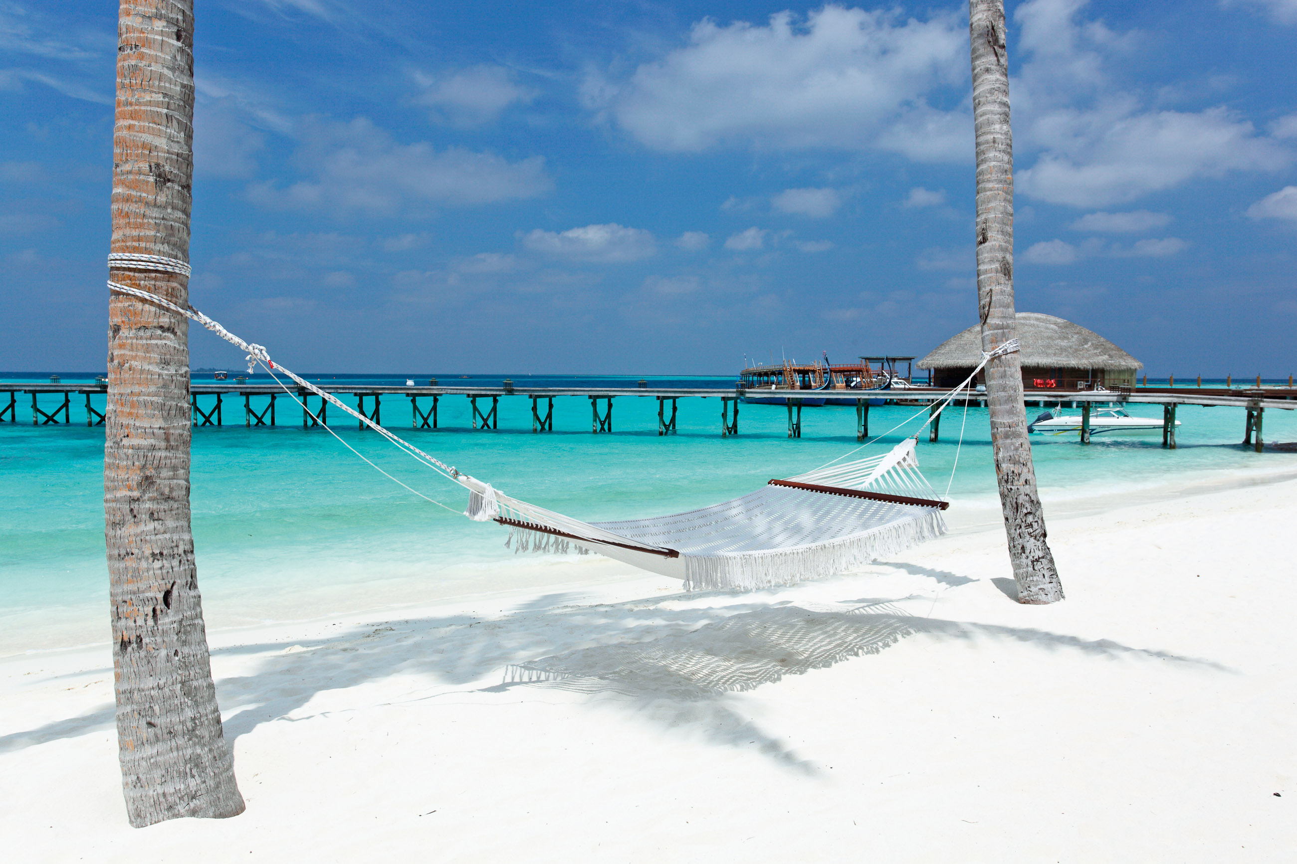 https://bubo.sk/uploads/galleries/16372/halaveli-maldives-beach-view-15_hd-29.jpg