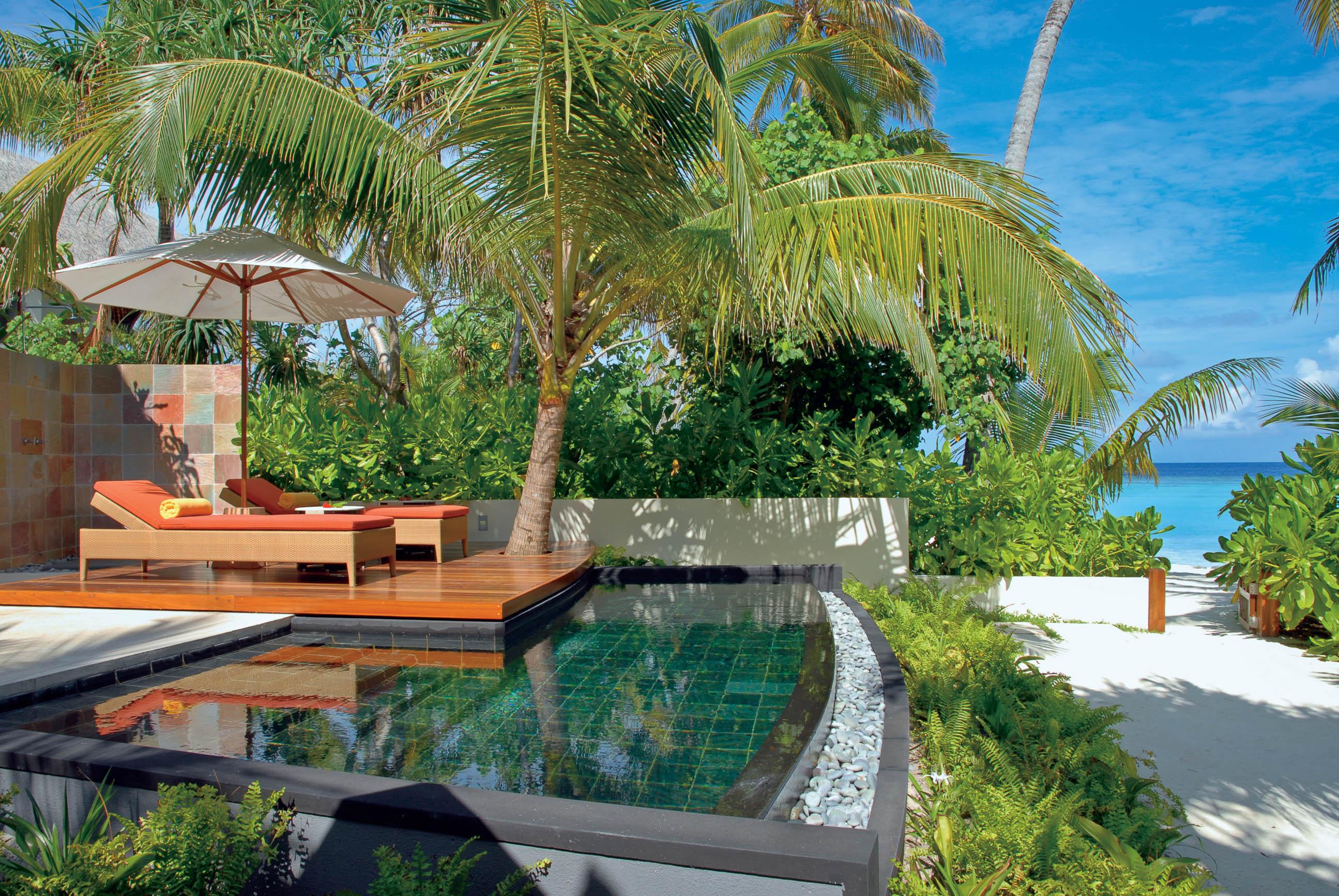 https://bubo.sk/uploads/galleries/16372/halaveli-maldives-beach-villa-2_hd-15.jpg