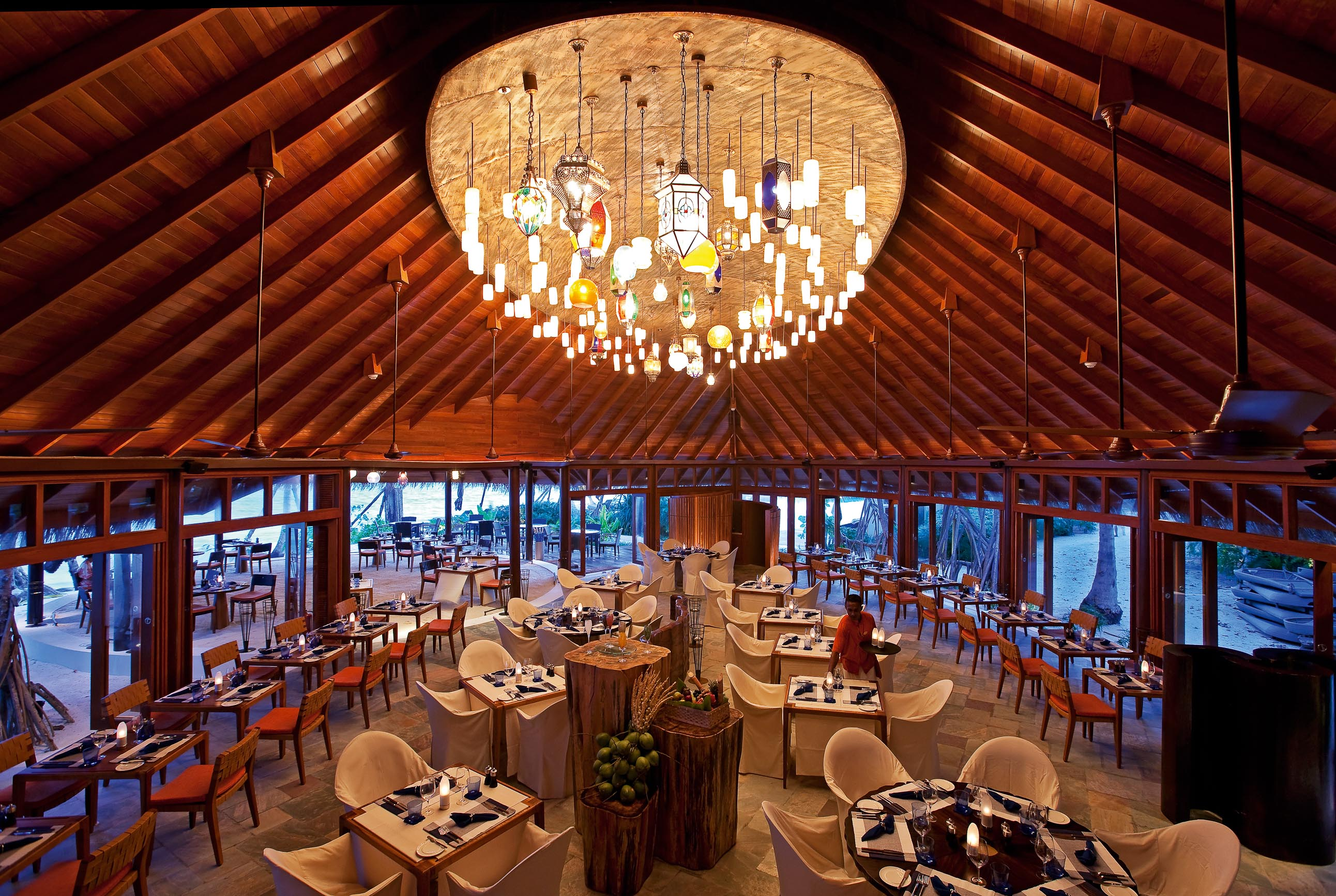 https://bubo.sk/uploads/galleries/16372/halaveli-maldives-jahaz-restaurant-1_hd-34.jpg