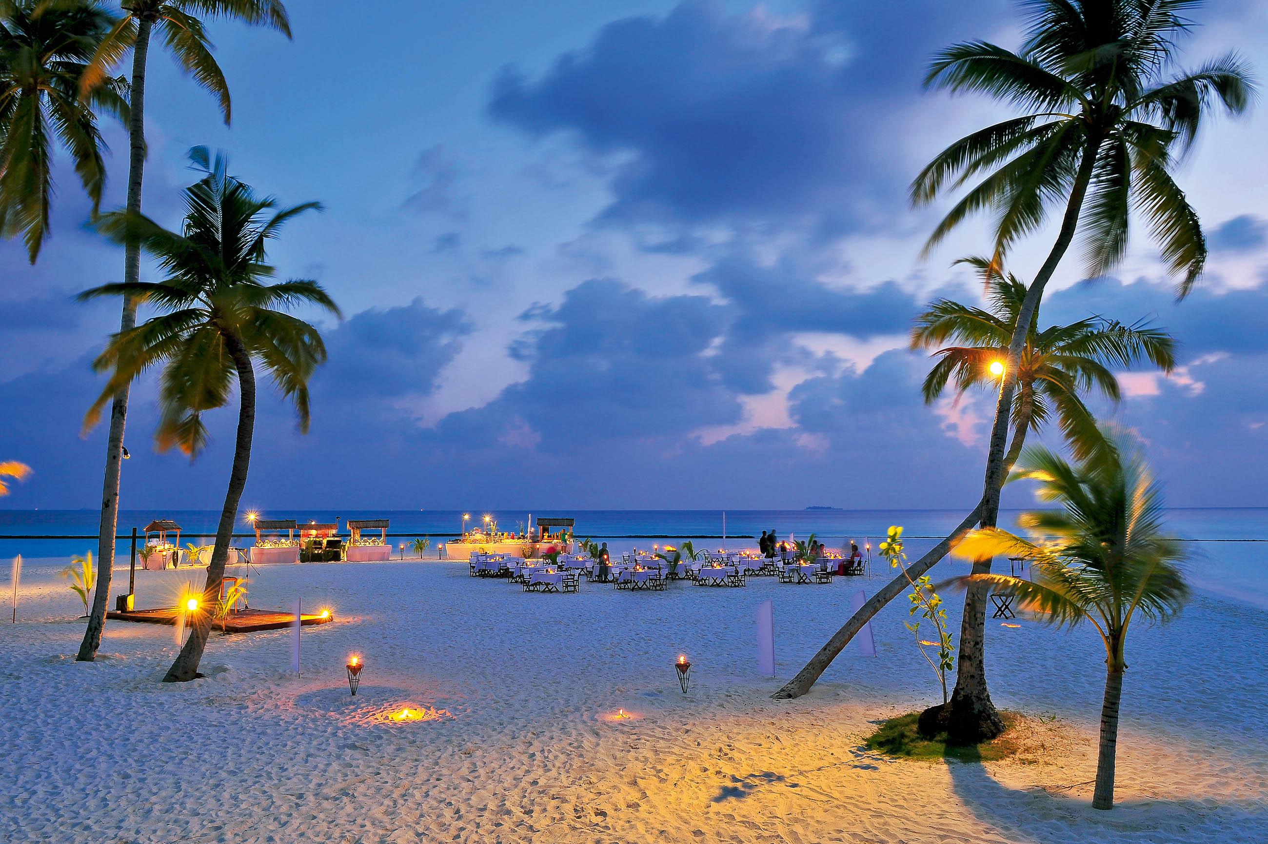 https://bubo.sk/uploads/galleries/16372/halaveli-maldives-meeru-beach-restaurant-buffet-1_hd-31.jpg