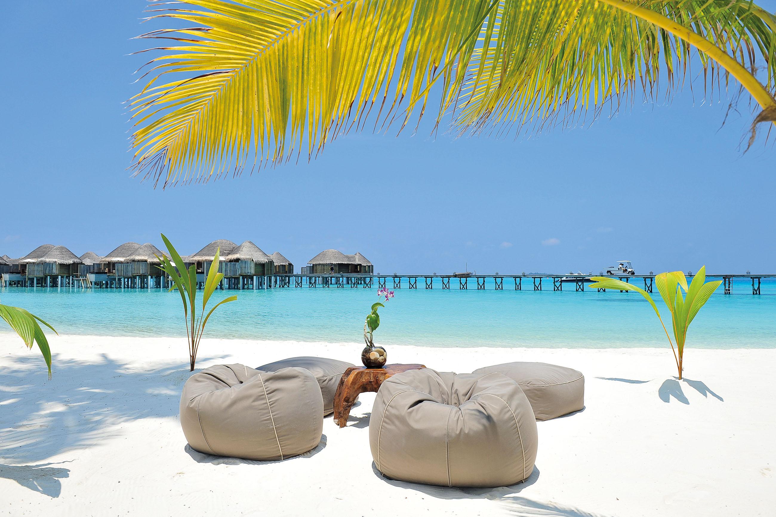 https://bubo.sk/uploads/galleries/16372/halaveli-maldives-sandy-beach-4_hd-26.jpg