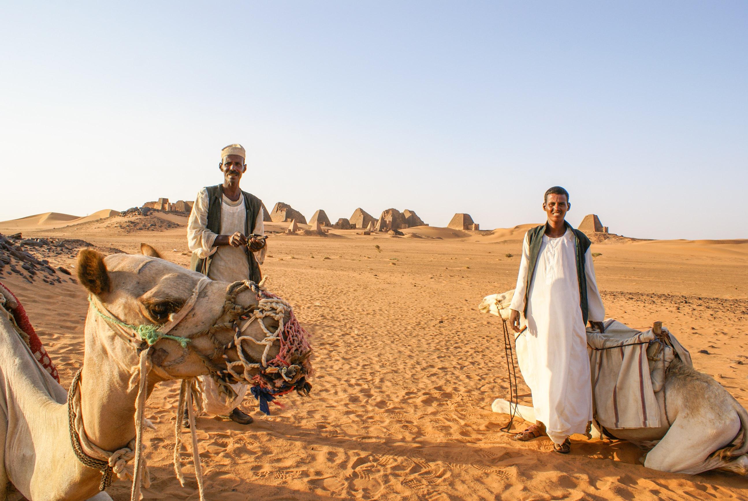 https://bubo.sk/uploads/galleries/17820/lubosfellner_sudan_pyramidy-a-tu-sme-spali-boli-sme-uplne-samy-4-.jpg