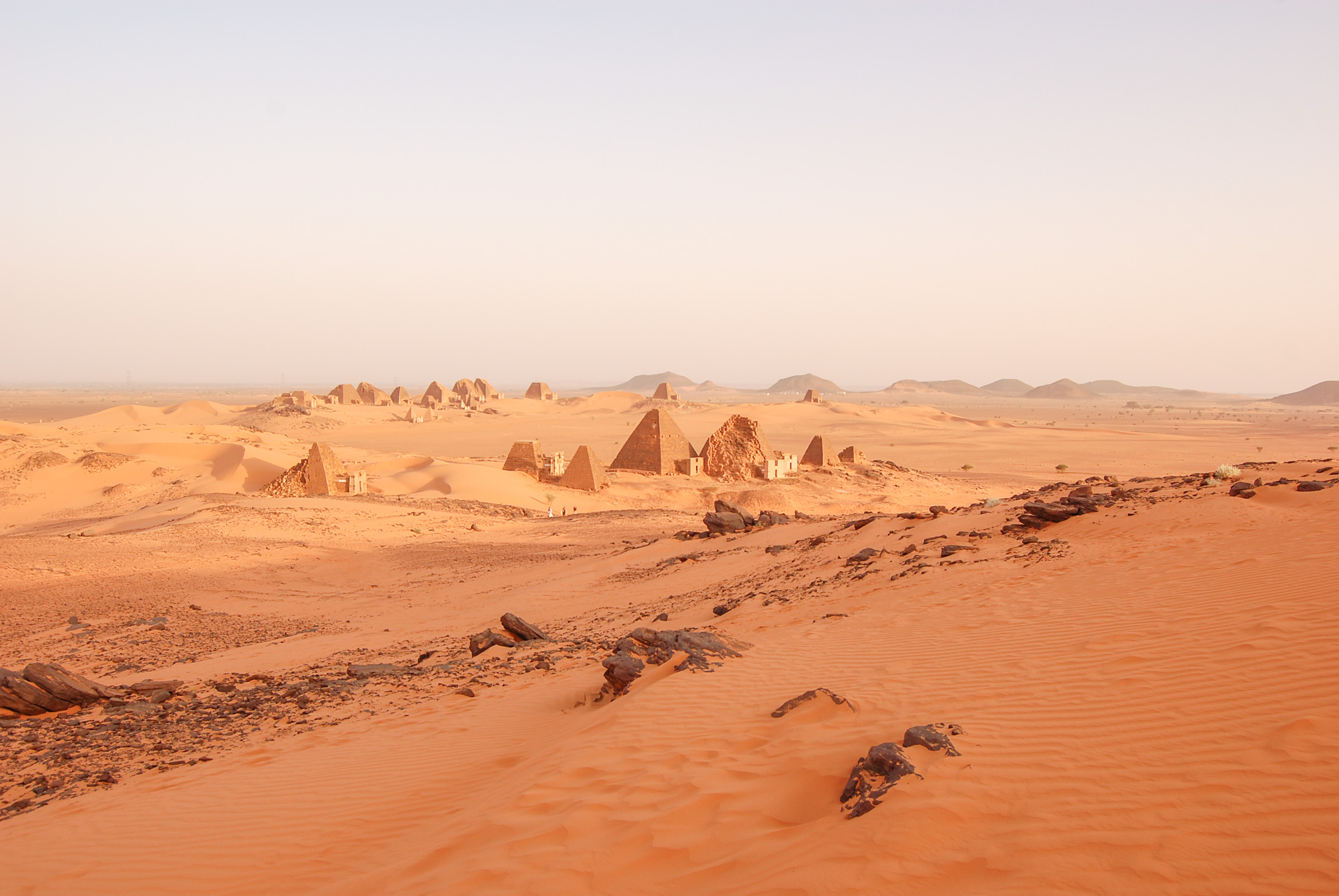 https://bubo.sk/uploads/galleries/17820/lubosfellner_sudan_viac-pyramid-nez-v-egypte-meroe.jpg