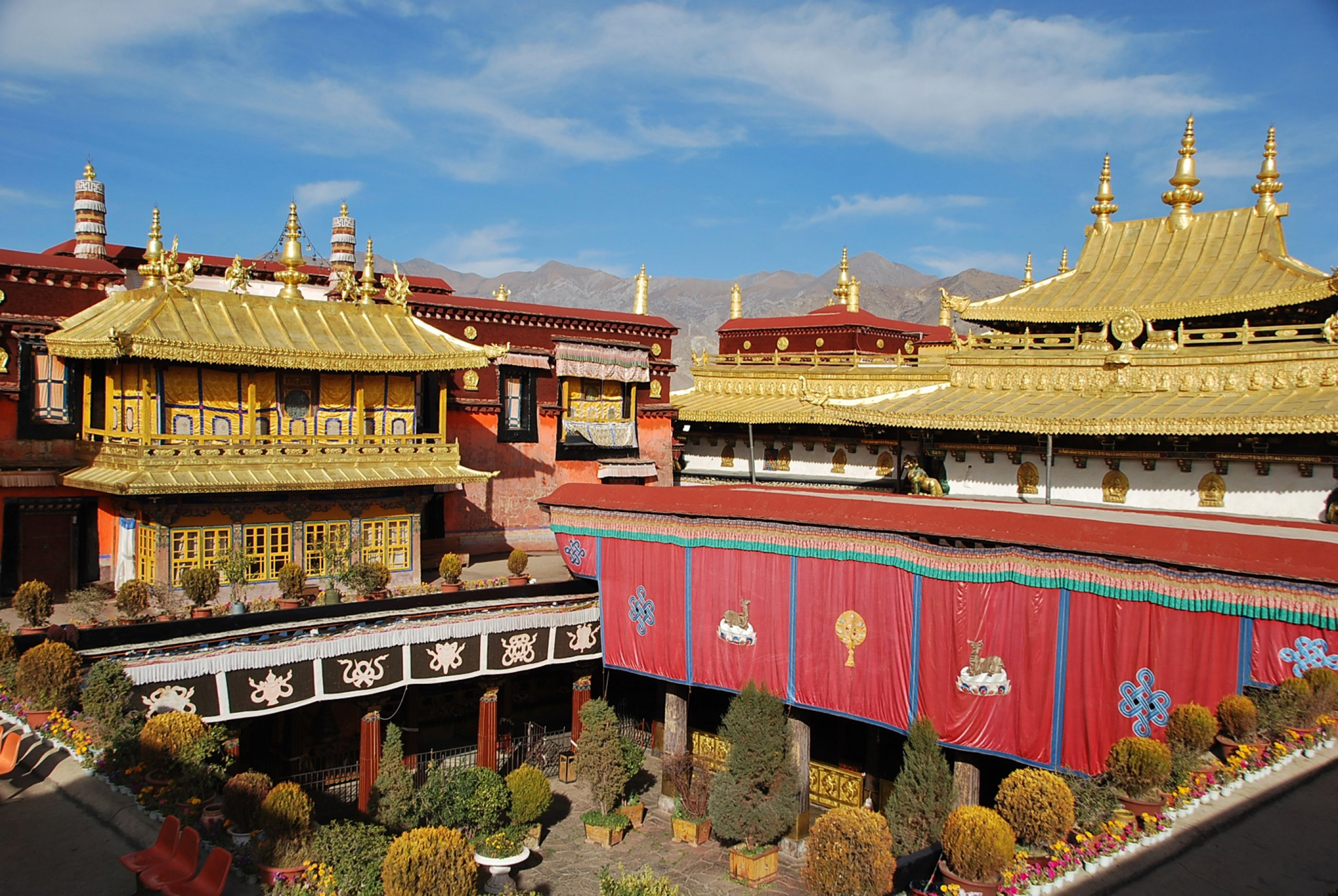 https://bubo.sk/uploads/galleries/3467/tibet-lhasa-ctni-11-2014-mirka-sulka-128-.jpg