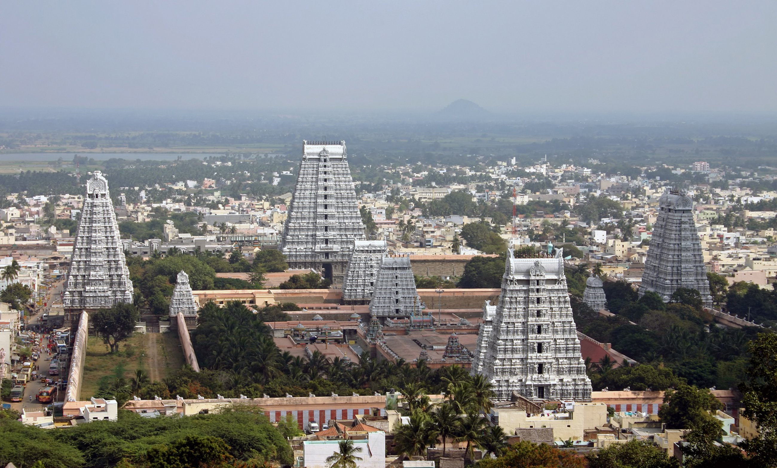 https://bubo.sk/uploads/galleries/4903/ji-tiruvannamalai-shutterstock-2437654.jpg
