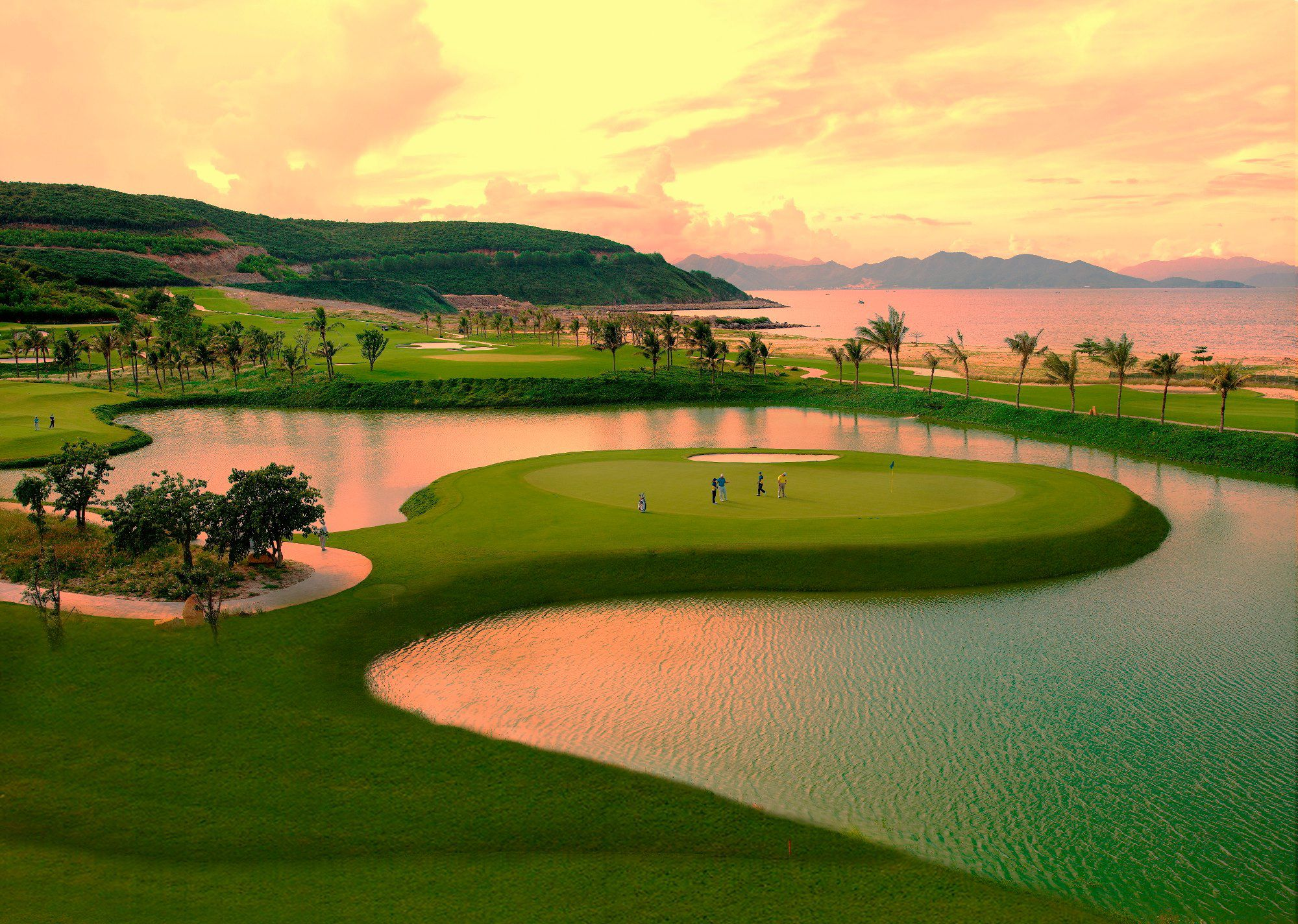https://bubo.sk/uploads/galleries/4904/vinpearl_golf_nha_trang_cover_picture.jpg