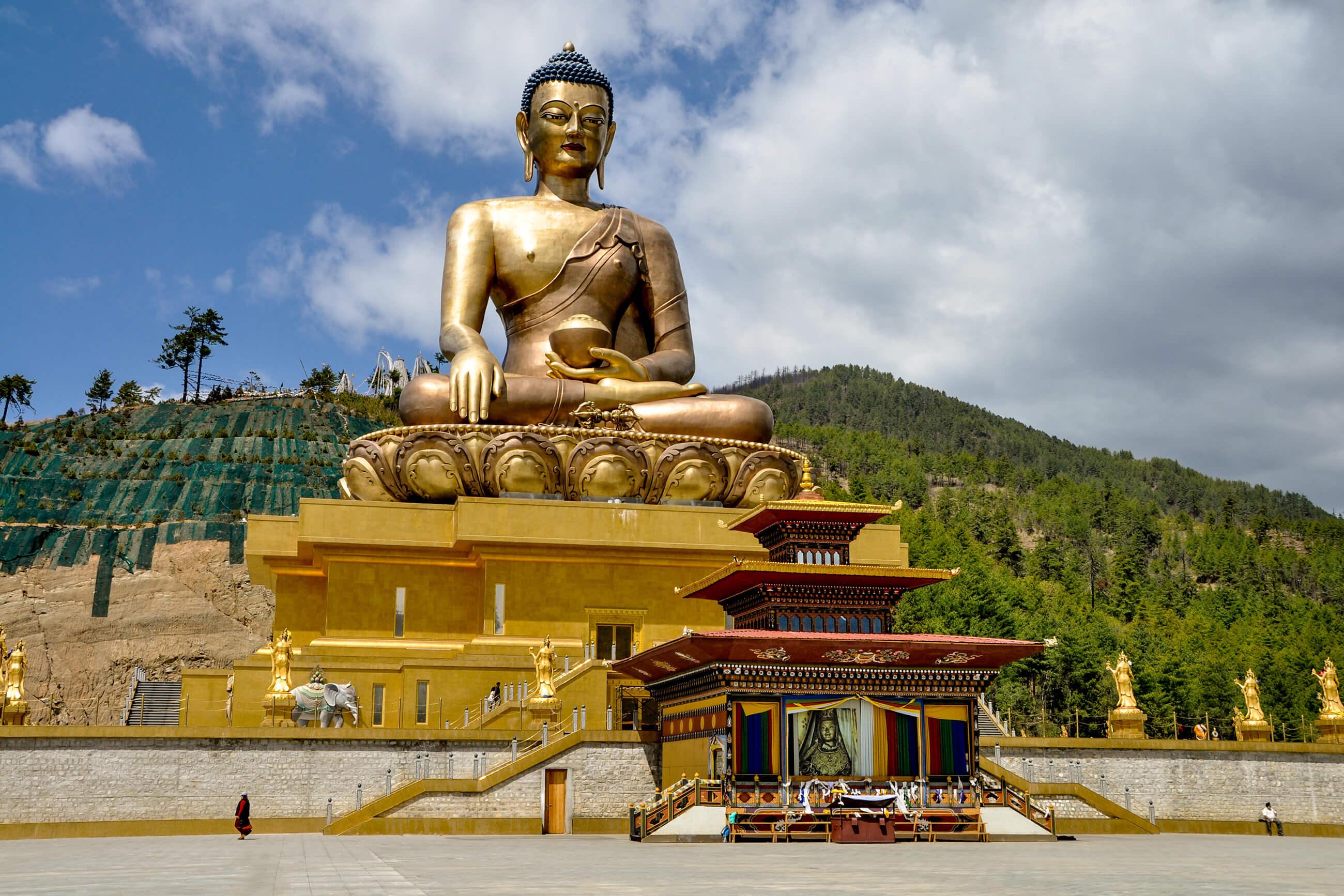 https://bubo.sk/uploads/galleries/4914/tomaskubus_bhutan_thimphu---obrovska-socha-budhu-patri-medzi-najvacsie-na-svete-4.jpg