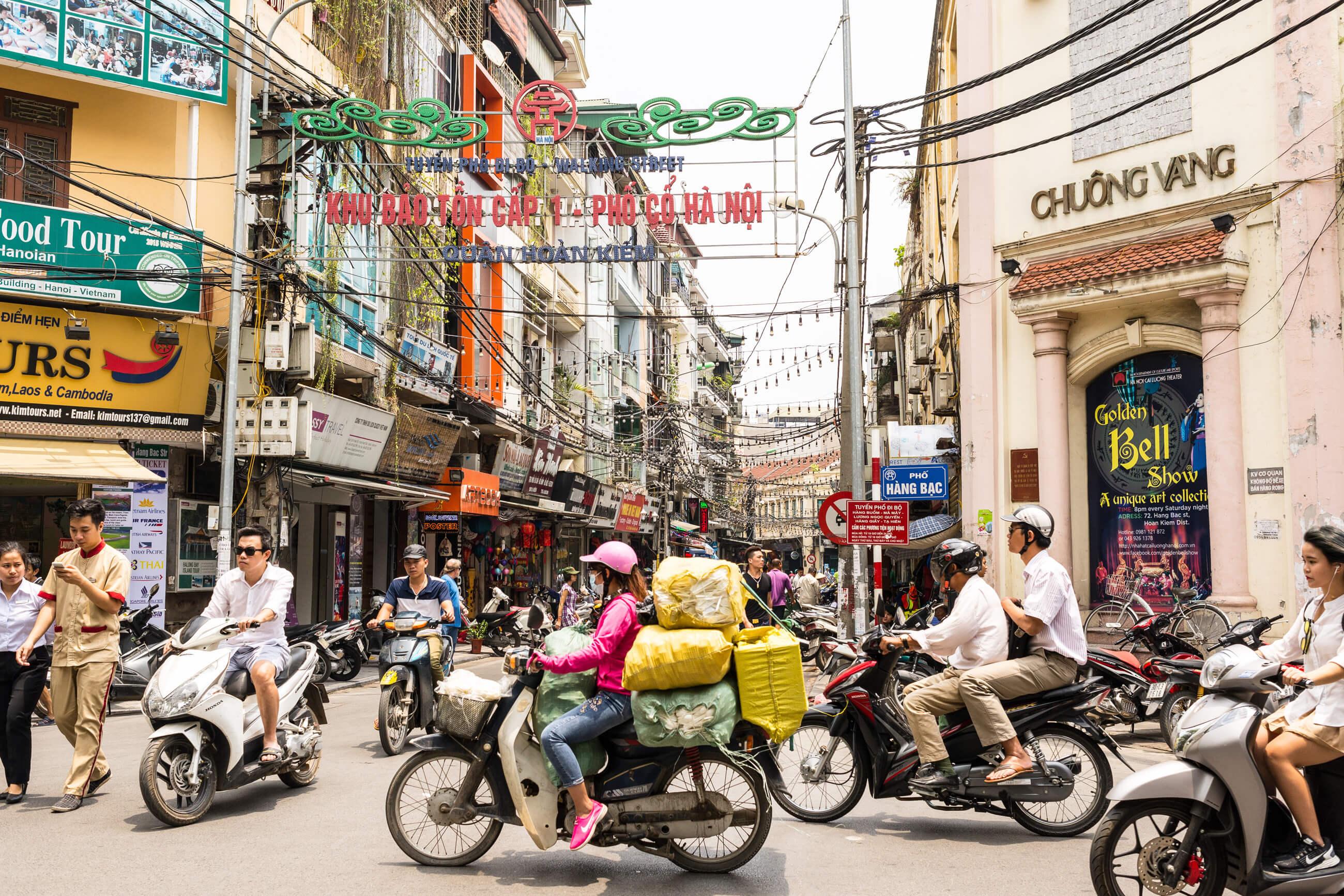https://bubo.sk/uploads/galleries/4915/shutterstock_vietnam_hanoj_432633577-1-.jpg