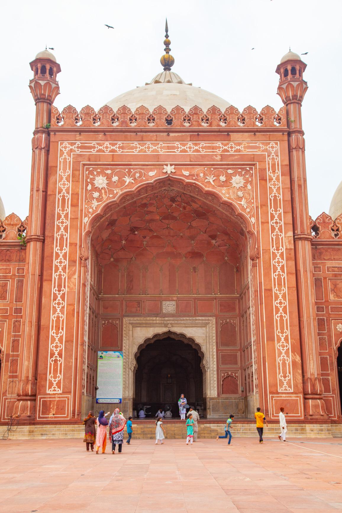 https://bubo.sk/uploads/galleries/4920/samuelklc_pakistan_lahore_img_0020.jpg