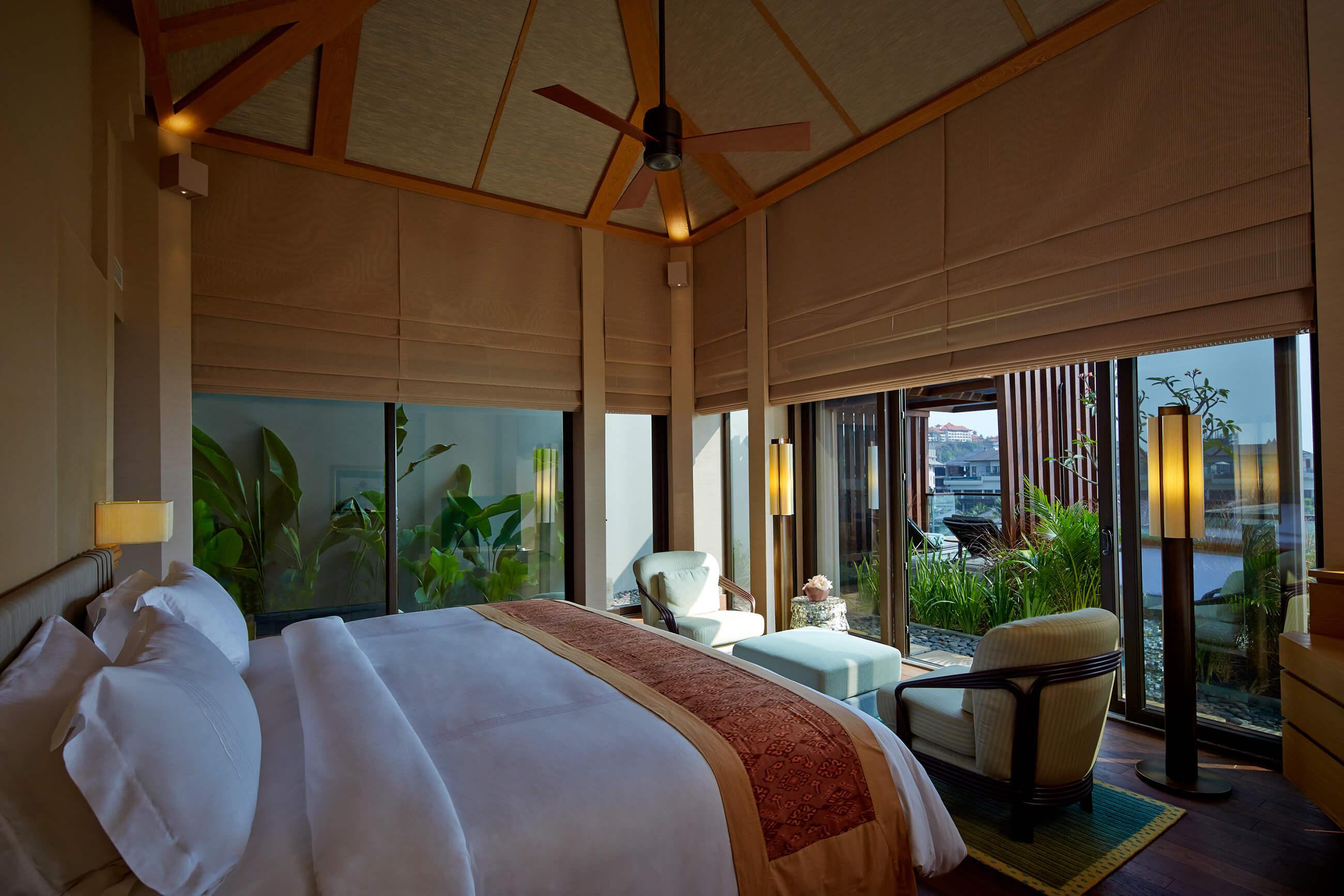 https://bubo.sk/uploads/galleries/4921/ritzcarlton_bali__the-sky-villa-bedroom.jpg