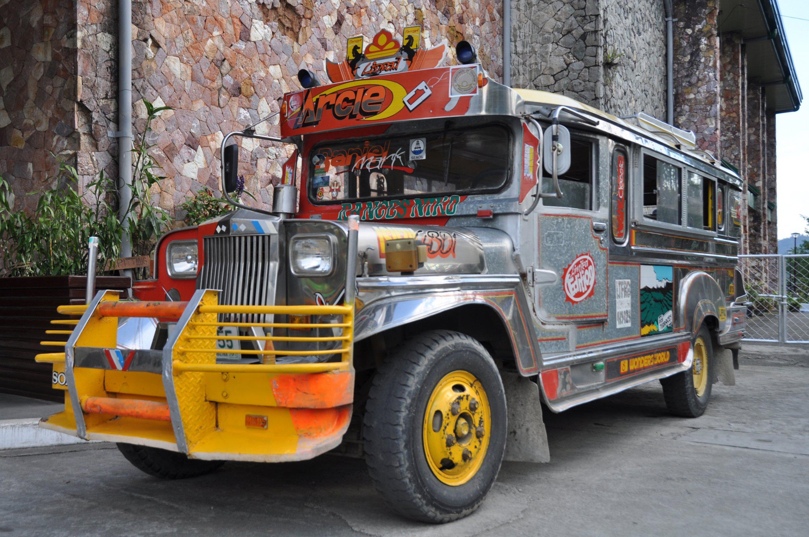 https://bubo.sk/uploads/galleries/4923/filipiny-tomas-kubus-filipiny-2014-2-.jpg