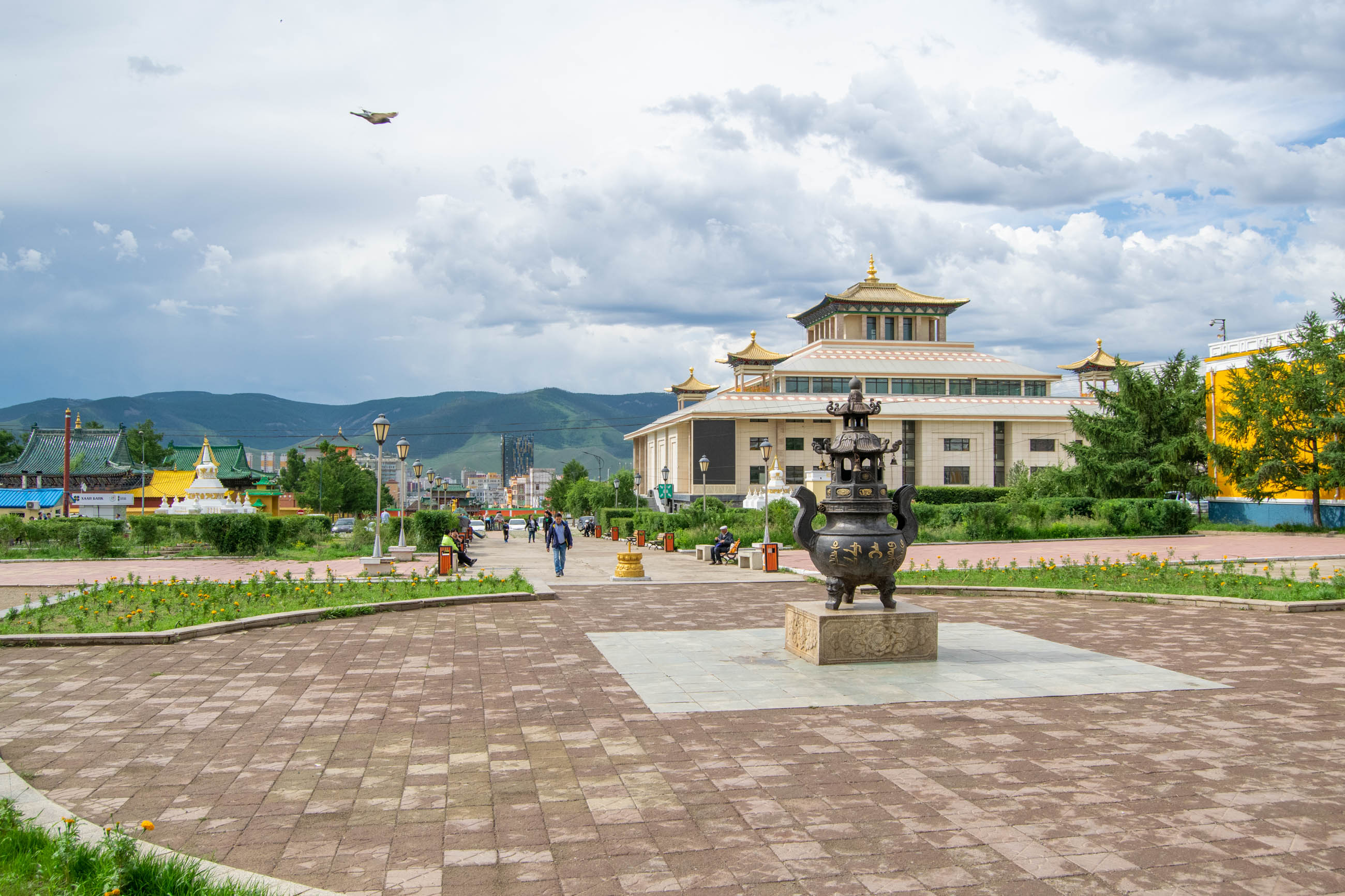 https://bubo.sk/uploads/galleries/4924/martinlipinsky_mongolsko_ulanbatar_budhchram_dsc0608.jpg