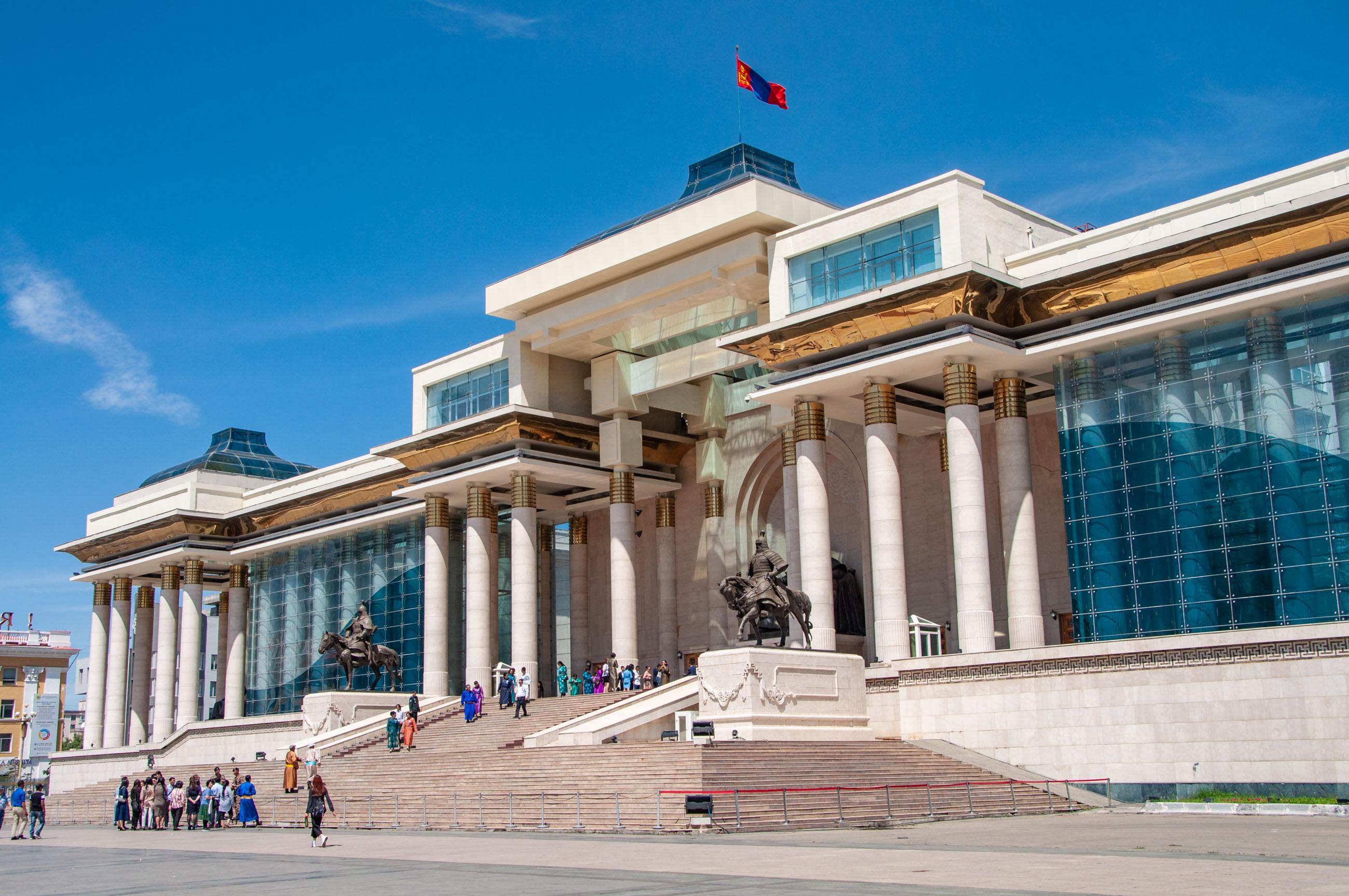 https://bubo.sk/uploads/galleries/4924/tomaskubus_mongolsko_ulanbatar_parlament_transsib.jpg