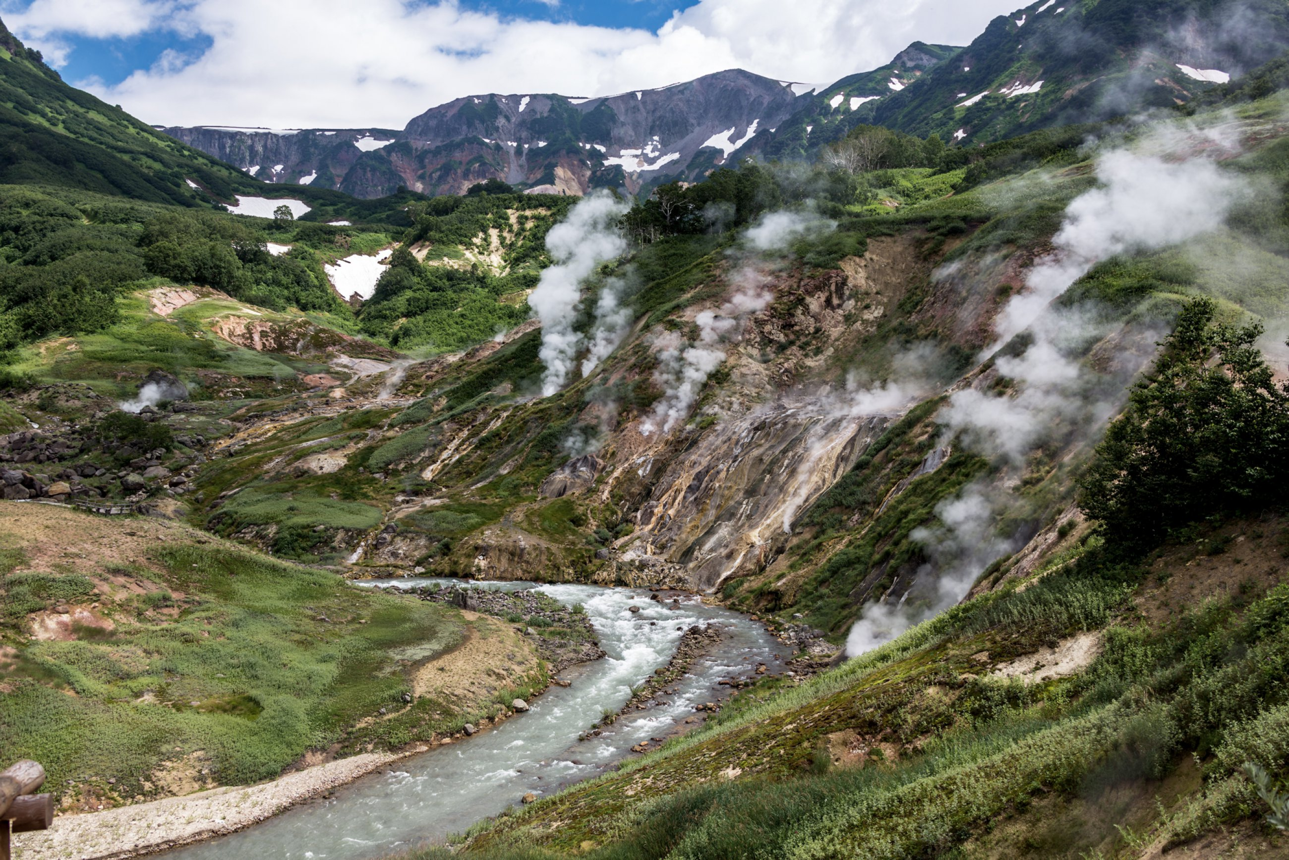 https://bubo.sk/uploads/galleries/4927/kamcatka-valley-of-geysers-kamchatka.jpg