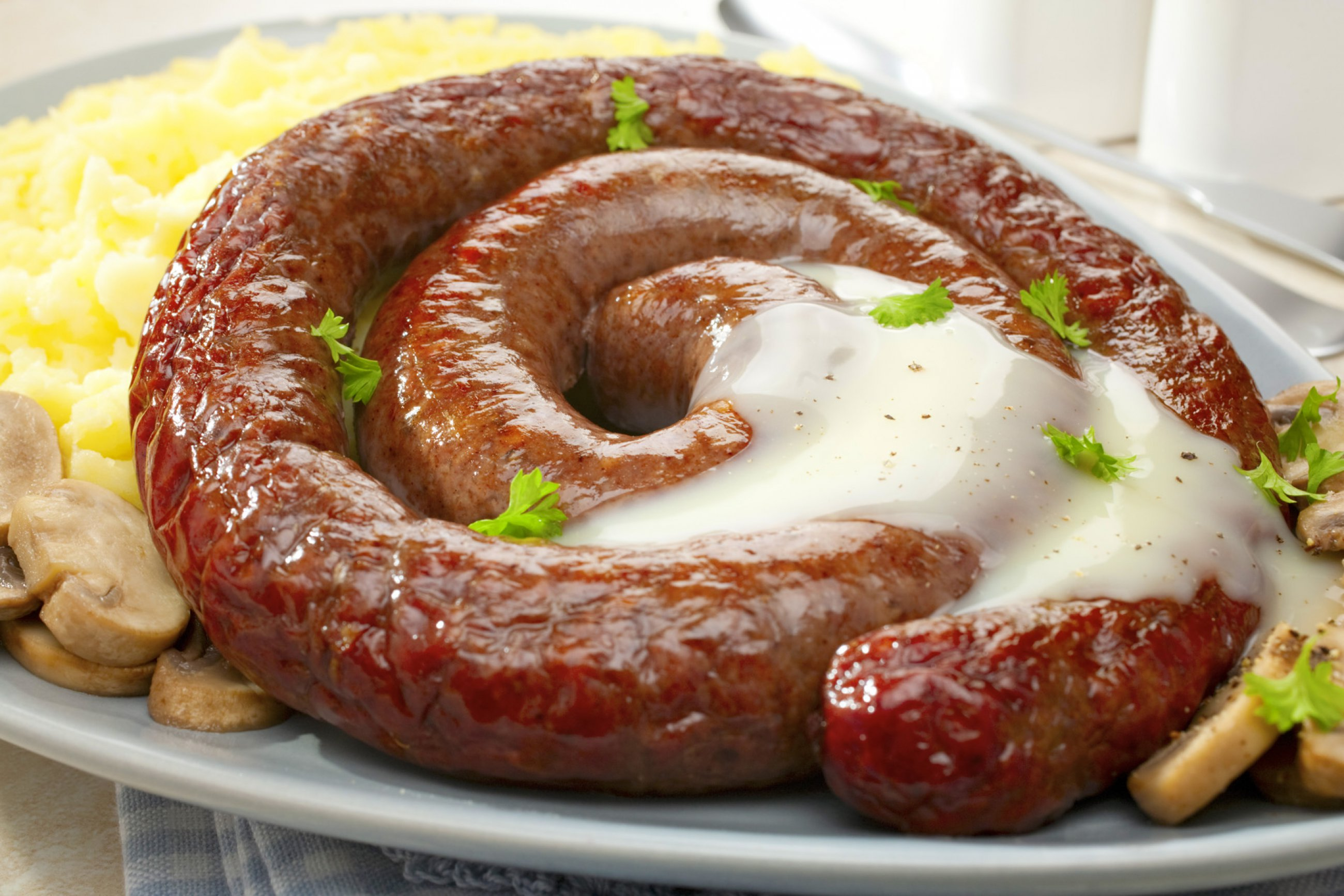 https://bubo.sk/uploads/galleries/4972/jar-south-african-sausage-spiral-boerewors-grilled-and-served-with-a-creamy-sauce-mushrooms-and-mashed-potatoes.jpg