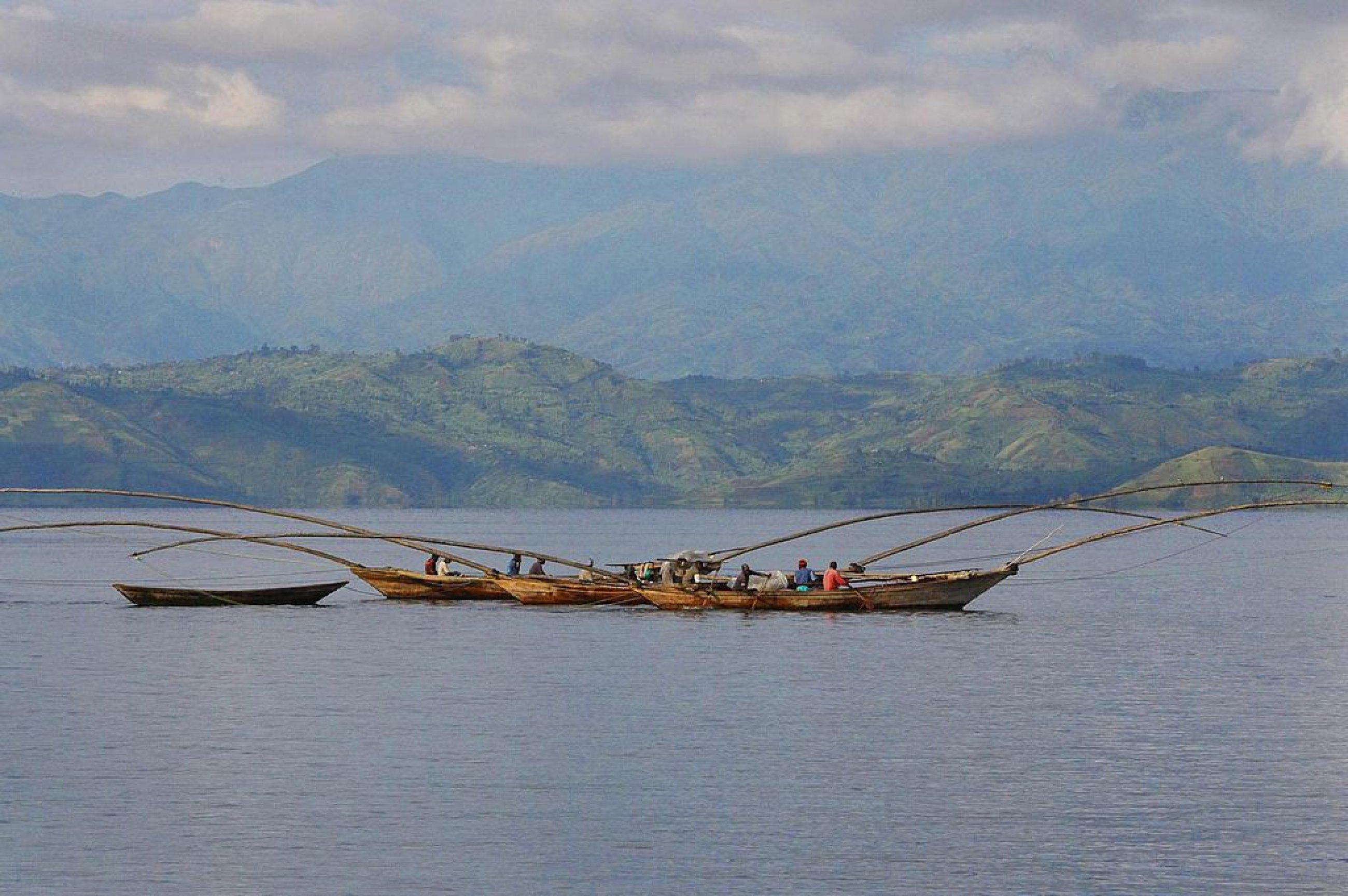 https://bubo.sk/uploads/galleries/4986/1024px-lake-kivu-boats.jpg
