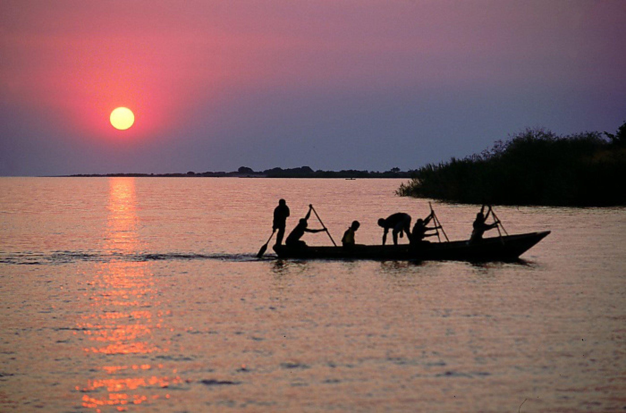 https://bubo.sk/uploads/galleries/4986/fisherman-on-lake-tanganyika.jpg