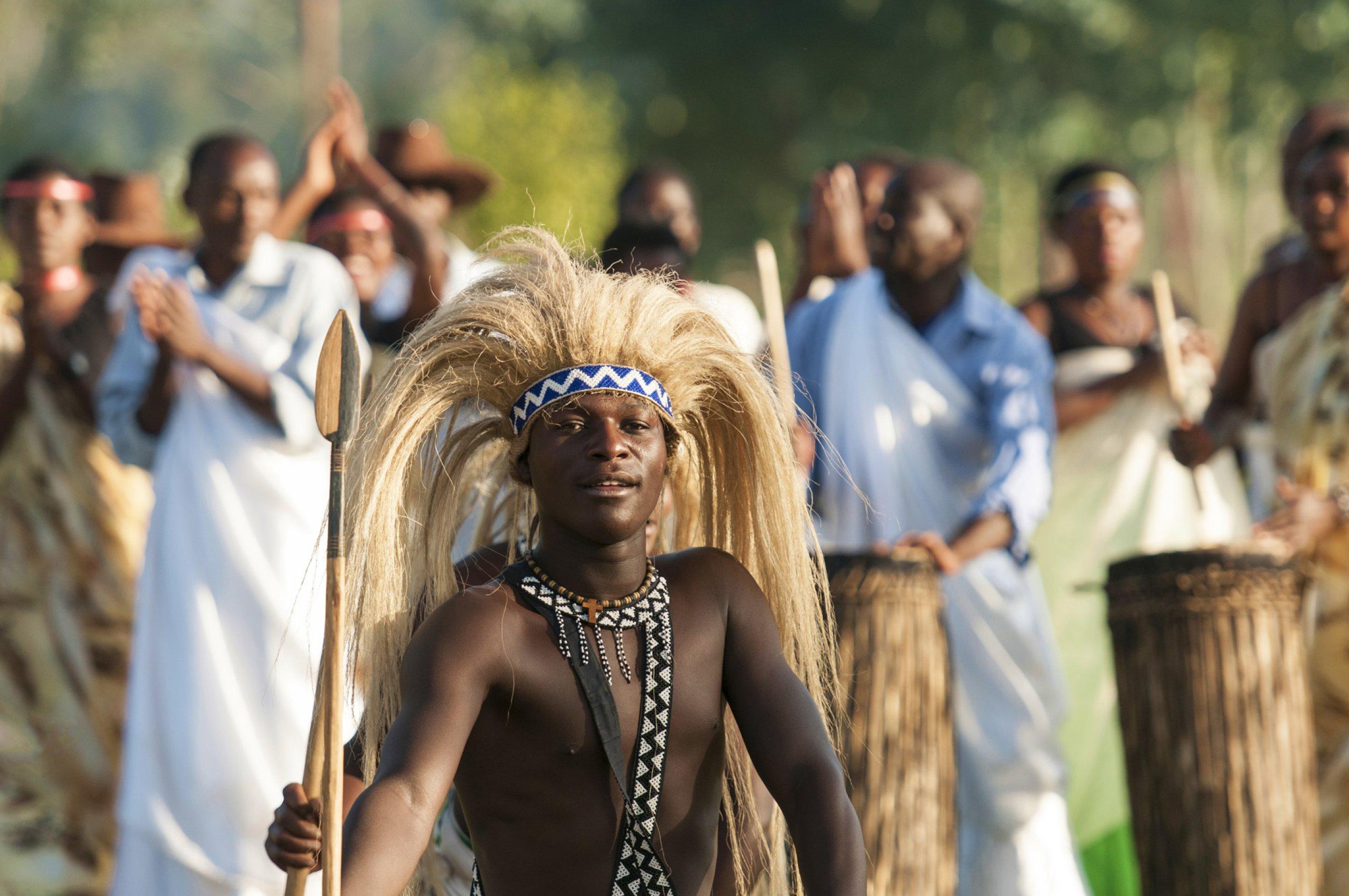 https://bubo.sk/uploads/galleries/4986/rwanda-intore-dancer-dreamstime-xl-42888768.jpg