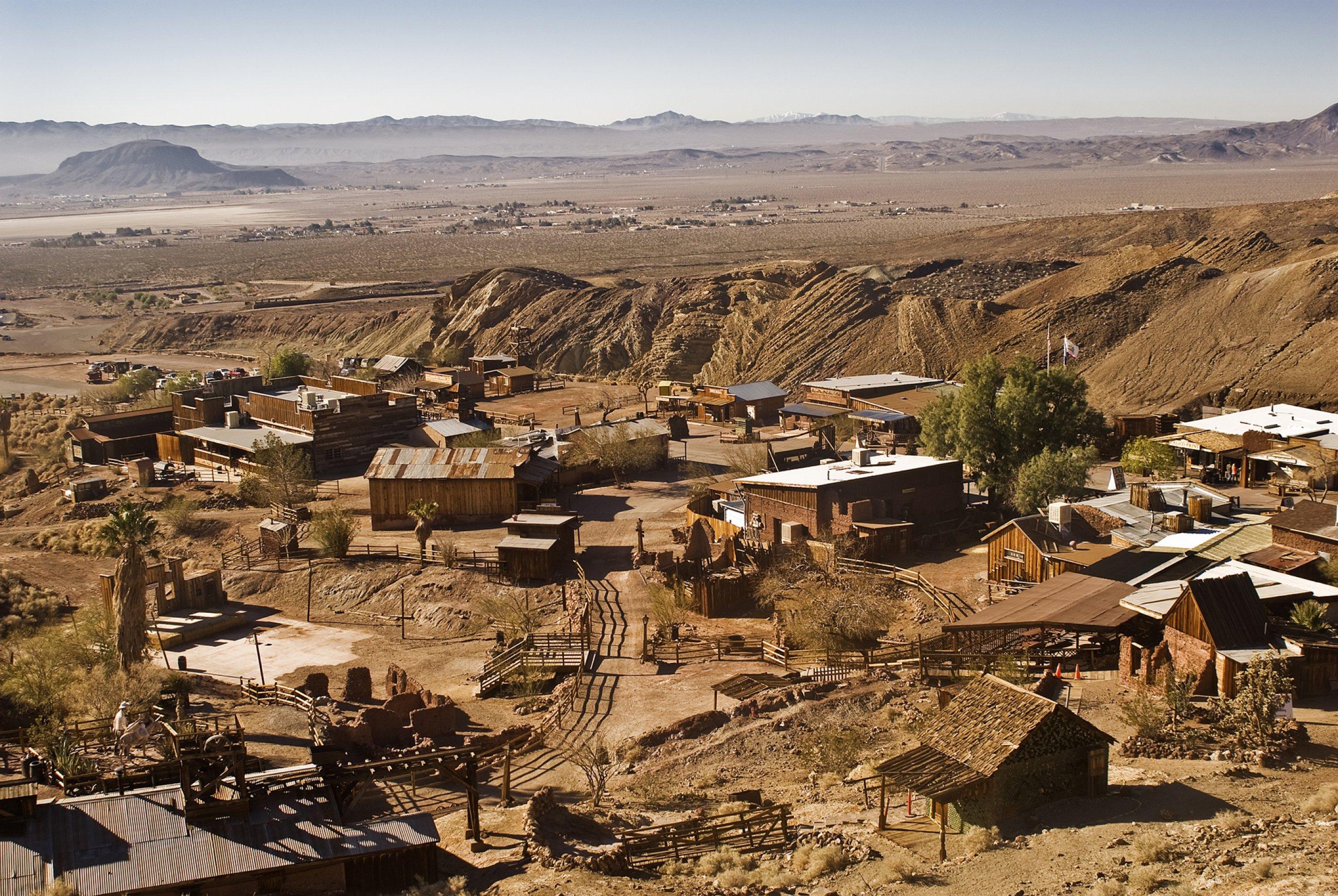 https://bubo.sk/uploads/galleries/4997/calico-town-las-vegas-mojave-desert.jpg