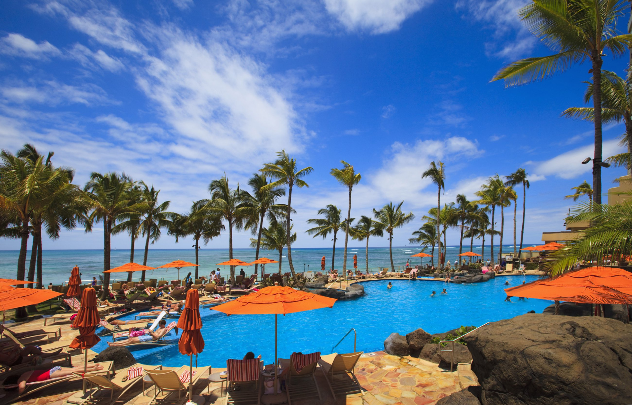 https://bubo.sk/uploads/galleries/4998/oahu-havaj-the-swimming-pool-at-the-sheraton-waikiki-hotel-sits-at-waters-edge-by-the-blue-pacific-ocean-on-waikiki-beach-hawaii.jpg