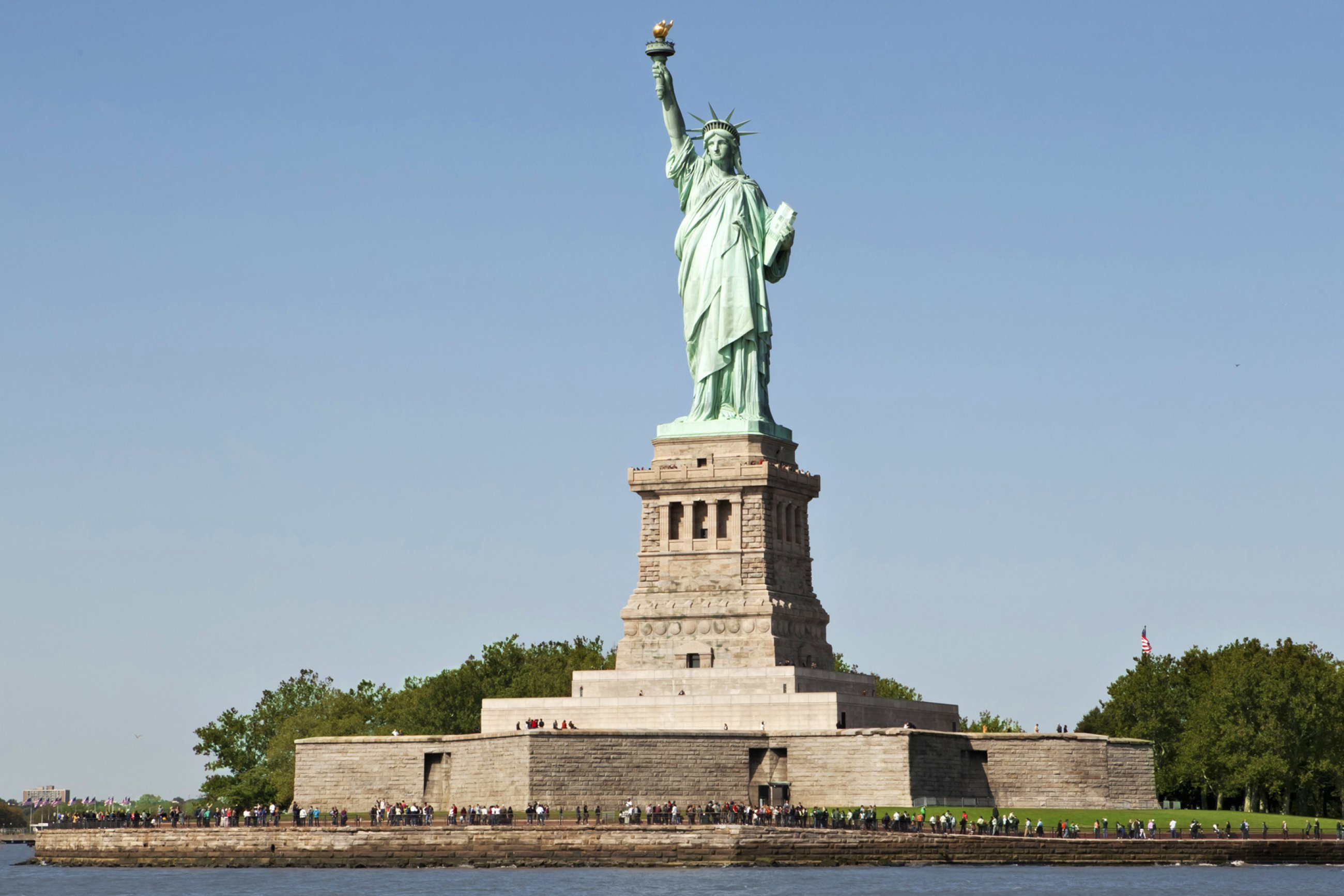 https://bubo.sk/uploads/galleries/5003/ny-statueofliberty-marleywhite-6467e.jpg