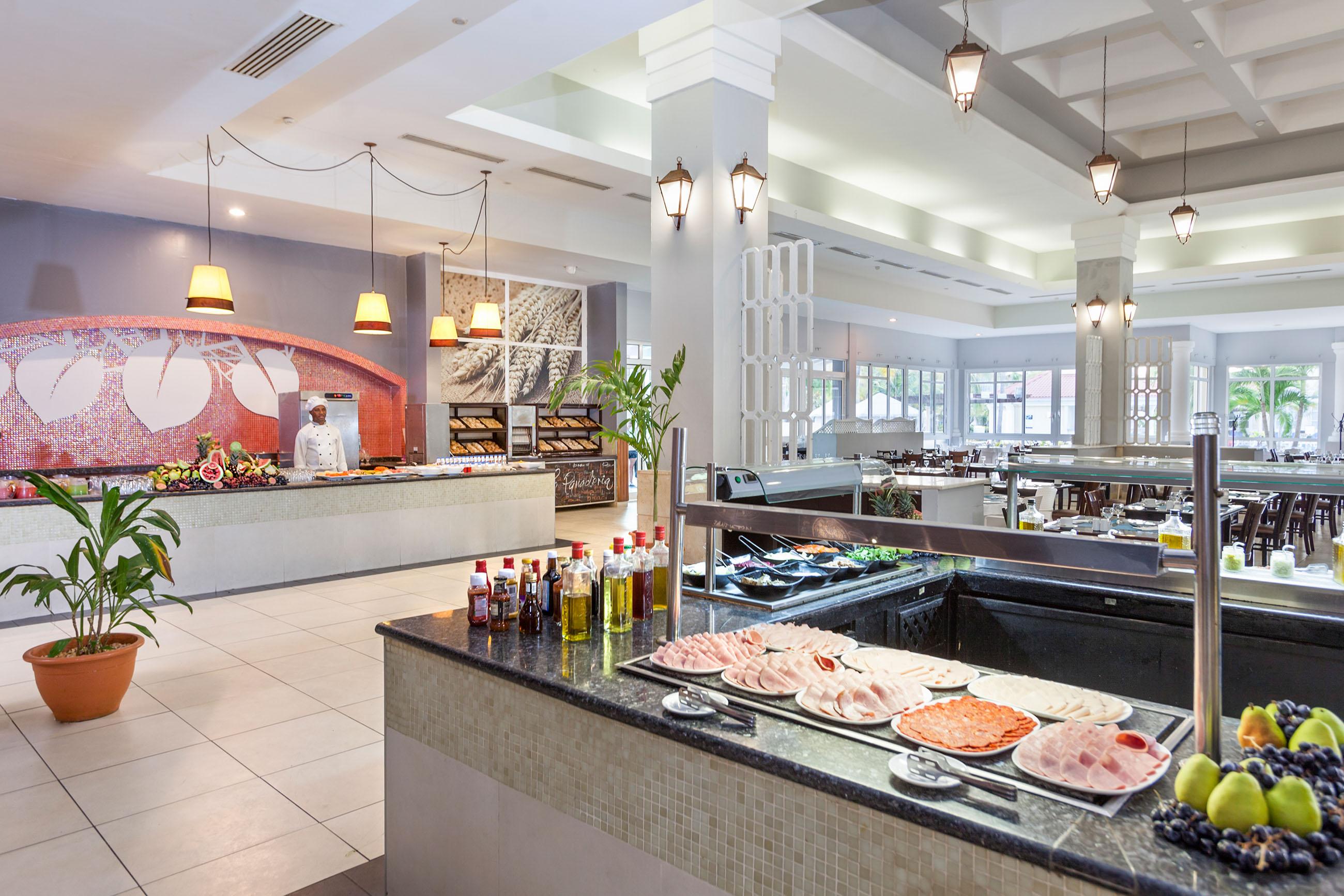 https://bubo.sk/uploads/galleries/5007/201paradisusprincesadelmar-restaurante_buffet_gran_terraza.jpg