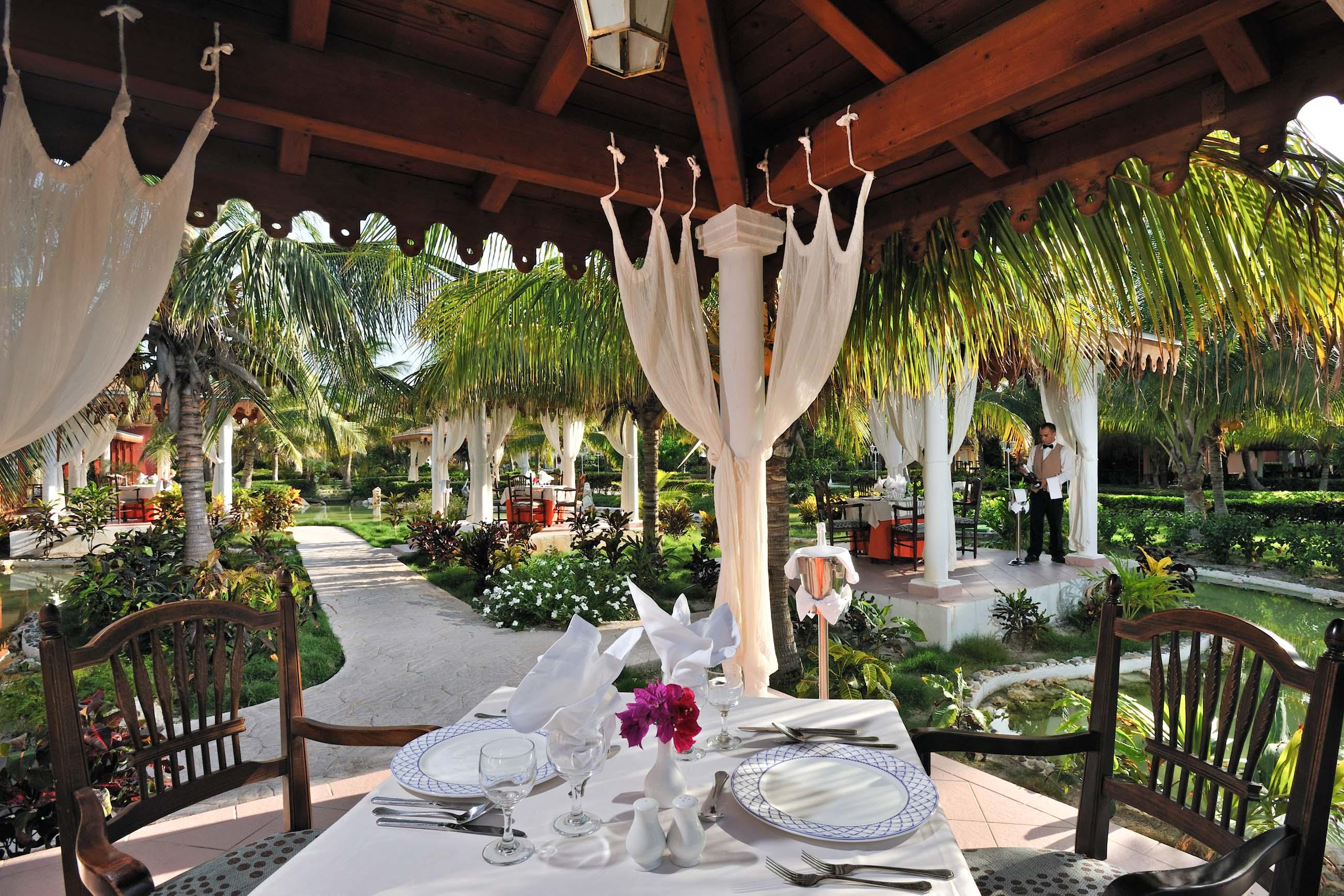 https://bubo.sk/uploads/galleries/5009/308amelialasdunas-palapas_romanticas_restaurant.jpg