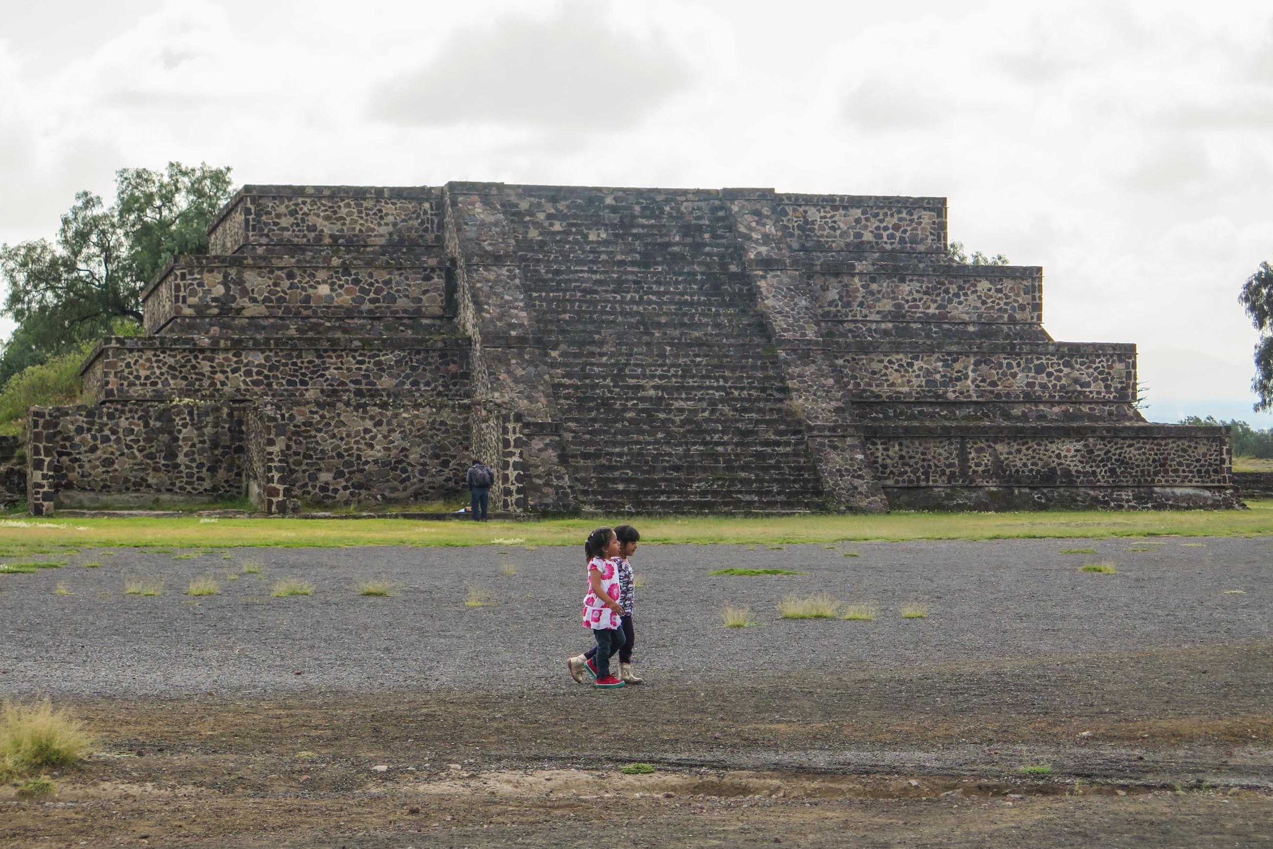 https://bubo.sk/uploads/galleries/5010/ivana_durcova_teotihuacan-2-.jpg