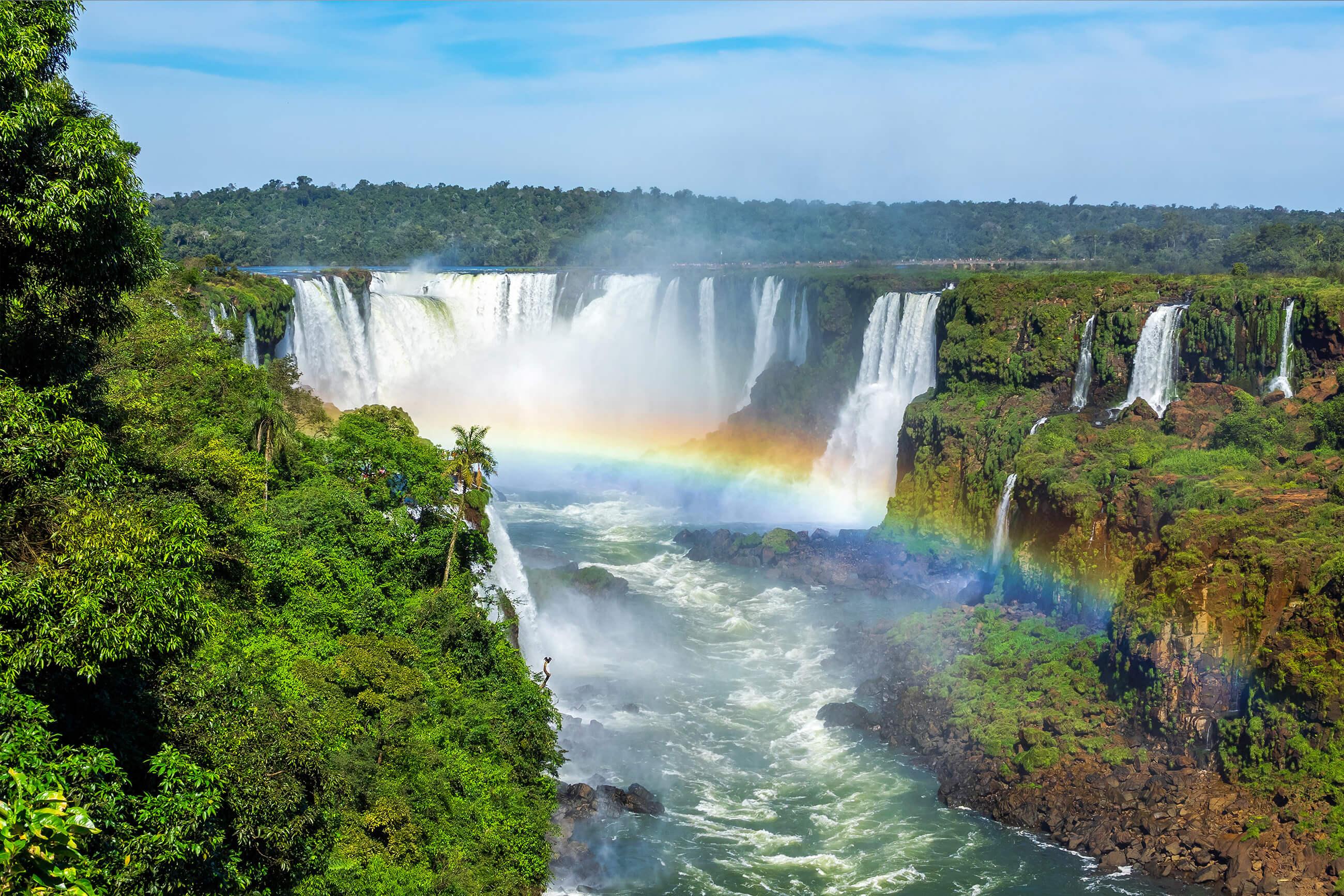 https://bubo.sk/uploads/galleries/5016/shutterstock_argentina_brazilia_iguazu_315284633-1-.jpg