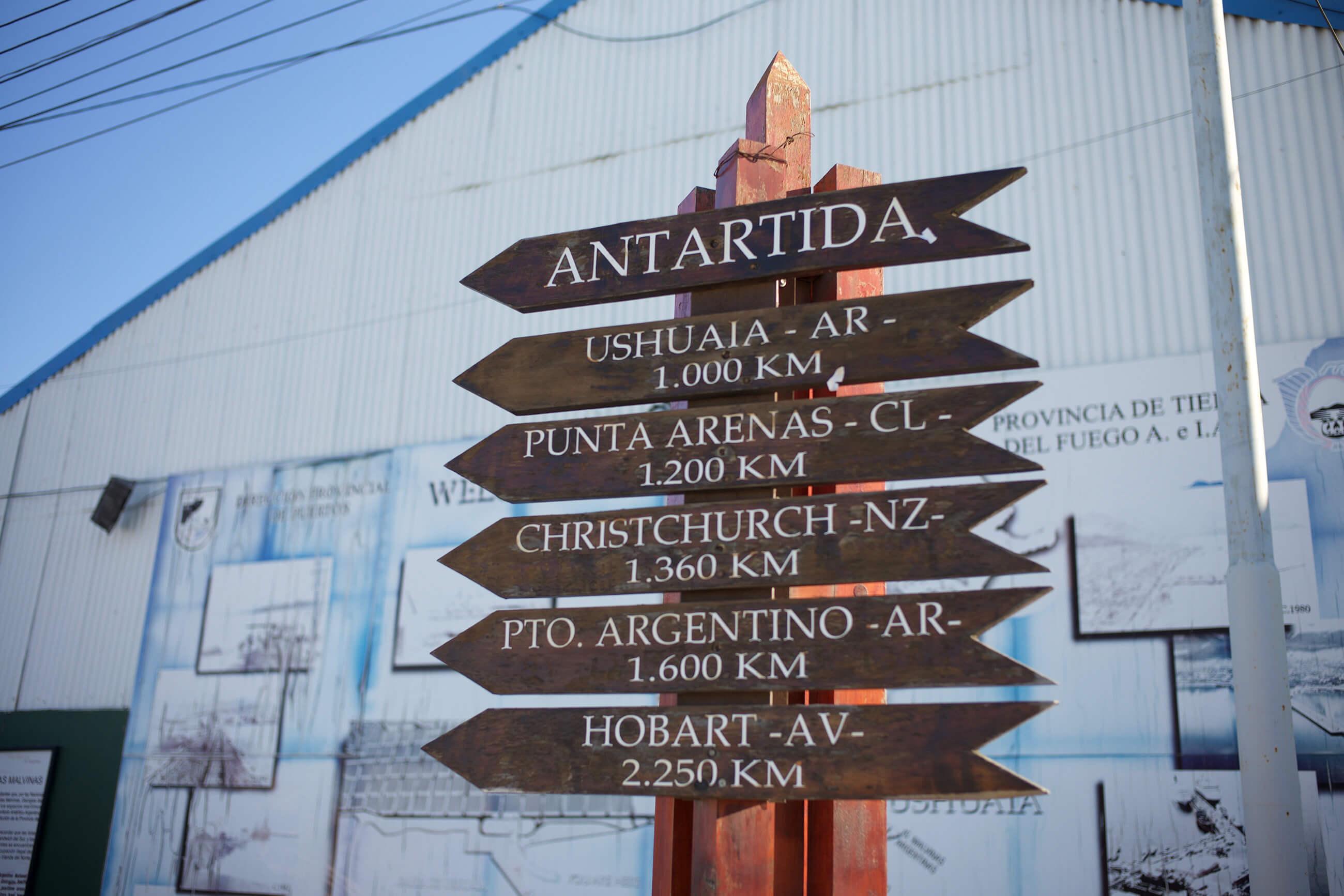 https://bubo.sk/uploads/galleries/5017/lubos_fellner_akodsleko-je-antarktida-z-daneho-miesta.jpg