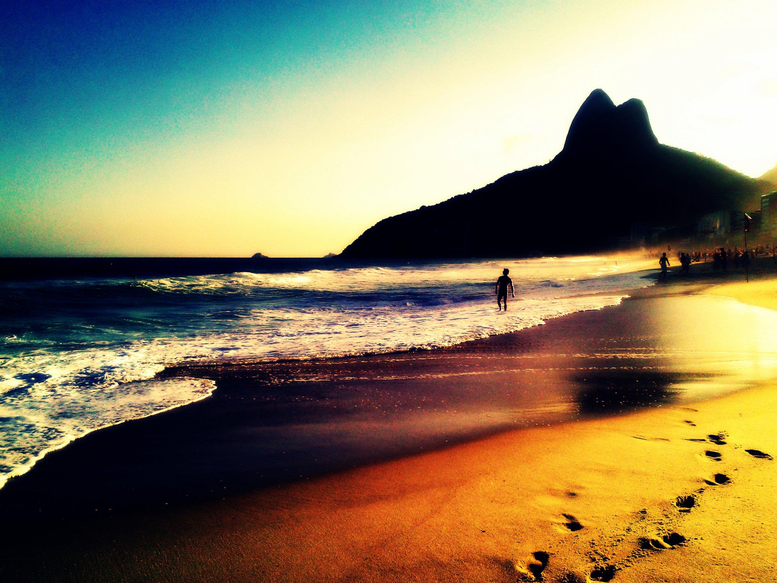 https://bubo.sk/uploads/galleries/5019/rio-ipanema-e-morro-dois-irmos-08.jpg