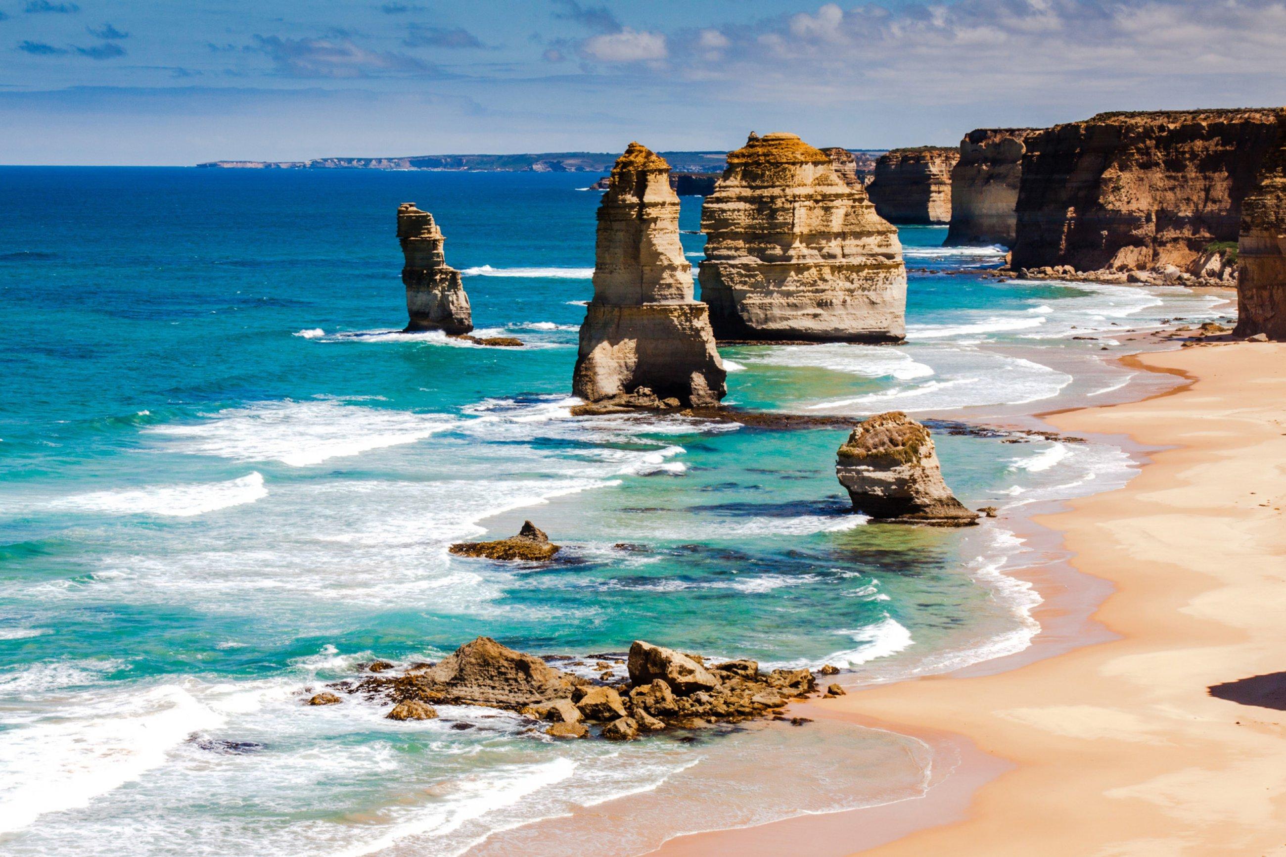 https://bubo.sk/uploads/galleries/5026/great-ocean-road-australia-12-apostolov-pobrezie-melbourne.jpg