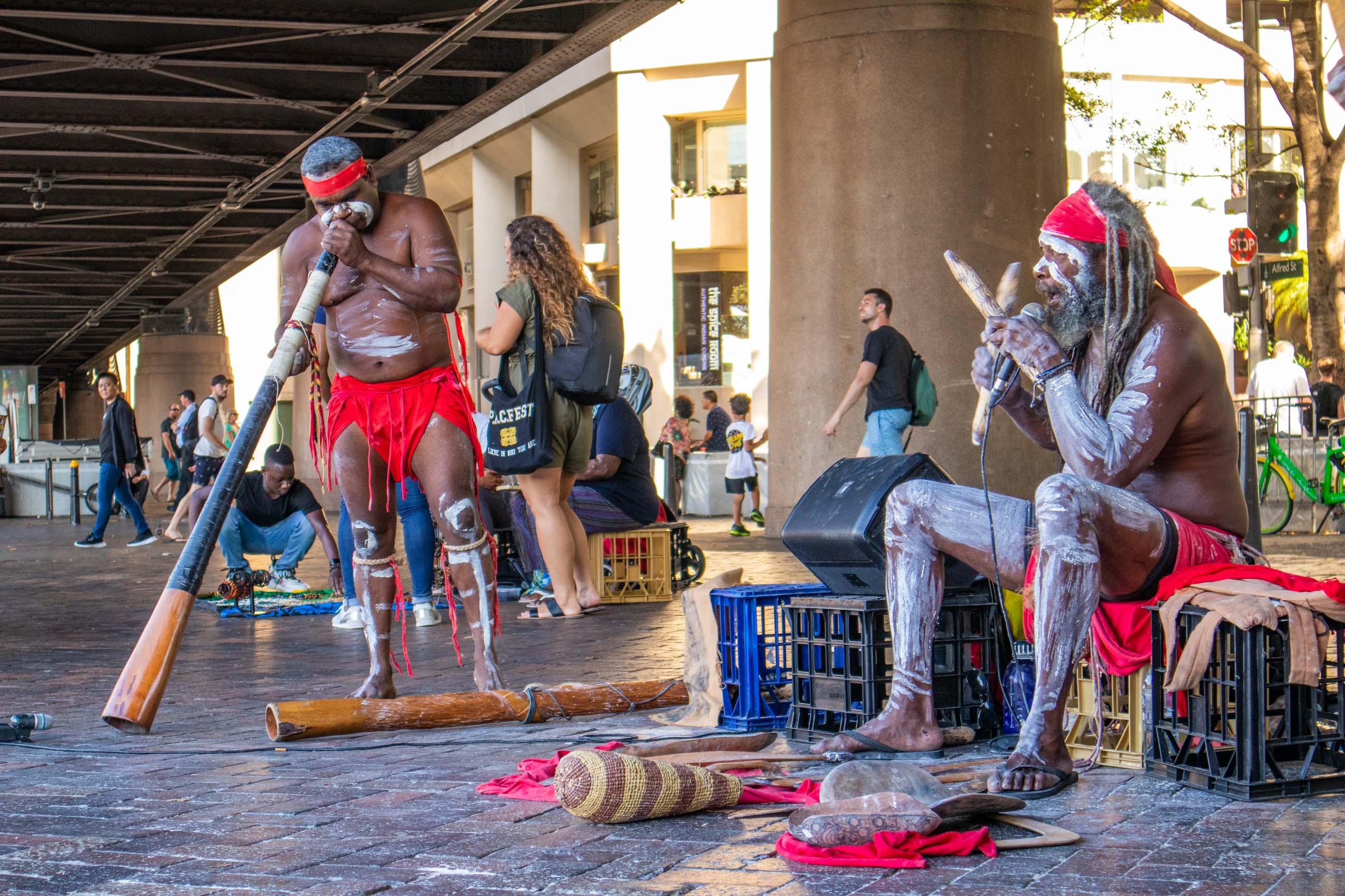 https://bubo.sk/uploads/galleries/5027/veron_hulikova_australia_sydney_circularquay_aboriginci.jpg