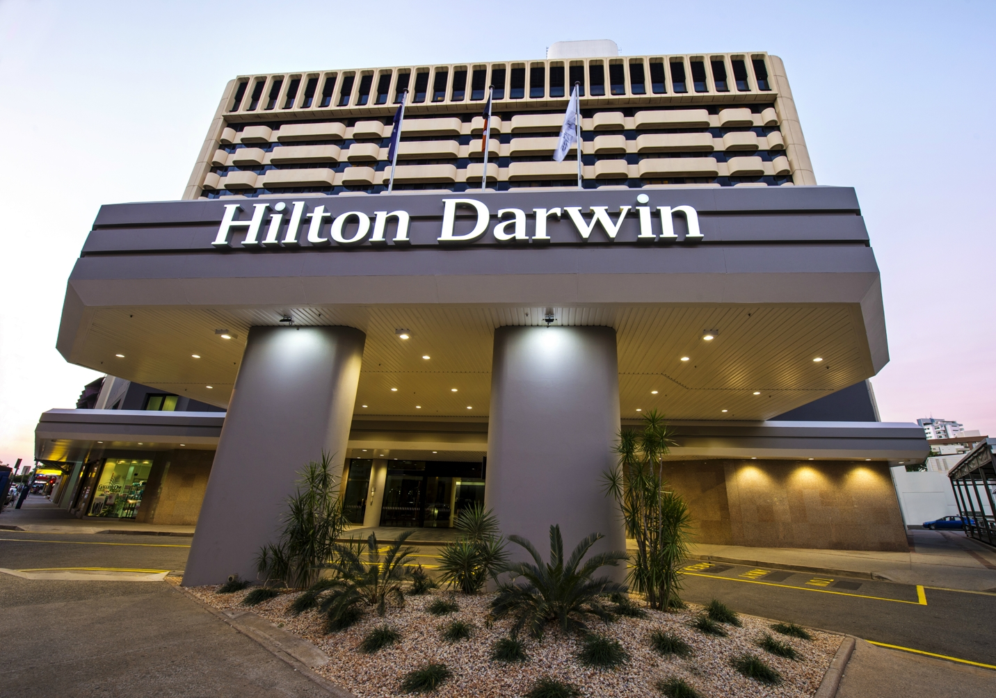 https://bubo.sk/uploads/galleries/5028/hilton-darwin.jpg